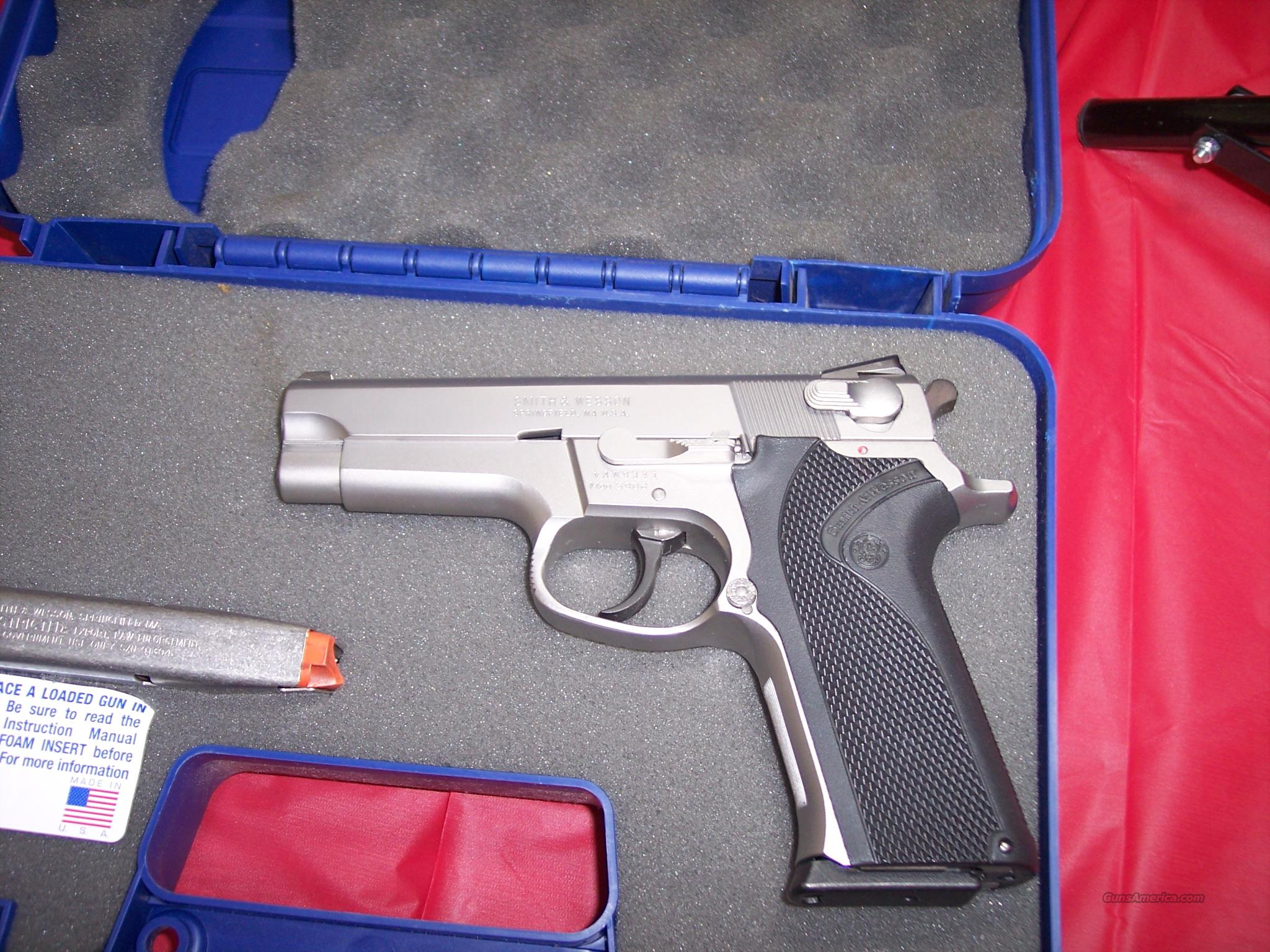 S&W 5906 WITH NITE SITES  Guns > Pistols > Smith & Wesson Pistols - Autos > Steel Frame