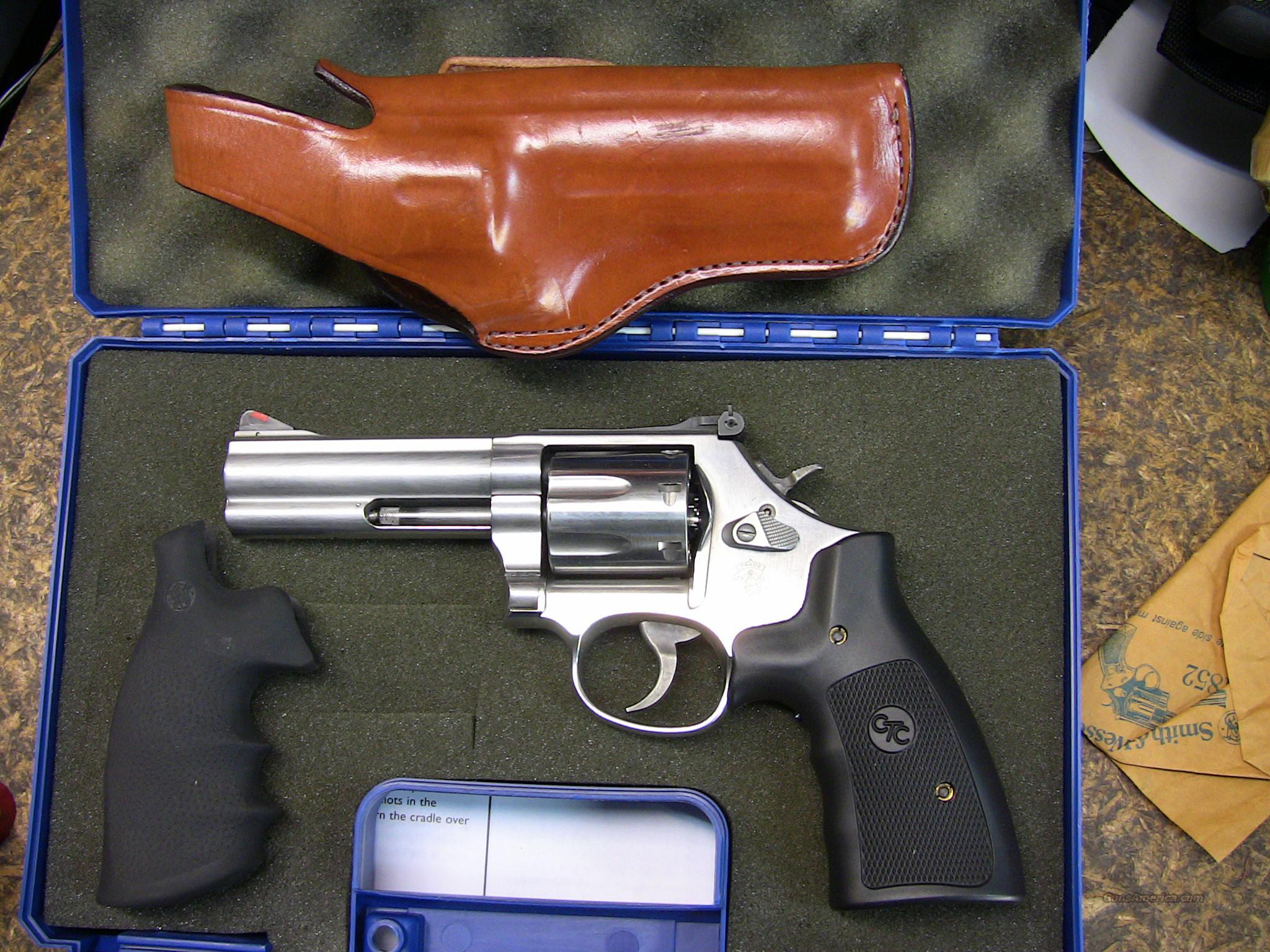 Model 686 7-shot 4 inch with Crimson Trace Grip  Guns > Pistols > Smith & Wesson Revolvers > Full Frame Revolver
