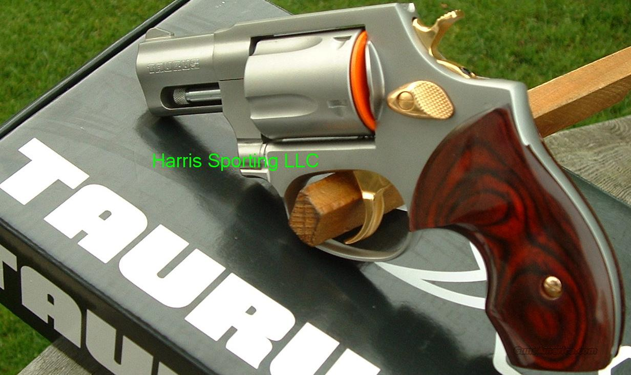 Taurus 85 Stainless Steel w/ Gold Rosewood 38 Spl.+  Guns > Pistols > Taurus Pistols/Revolvers > Revolvers