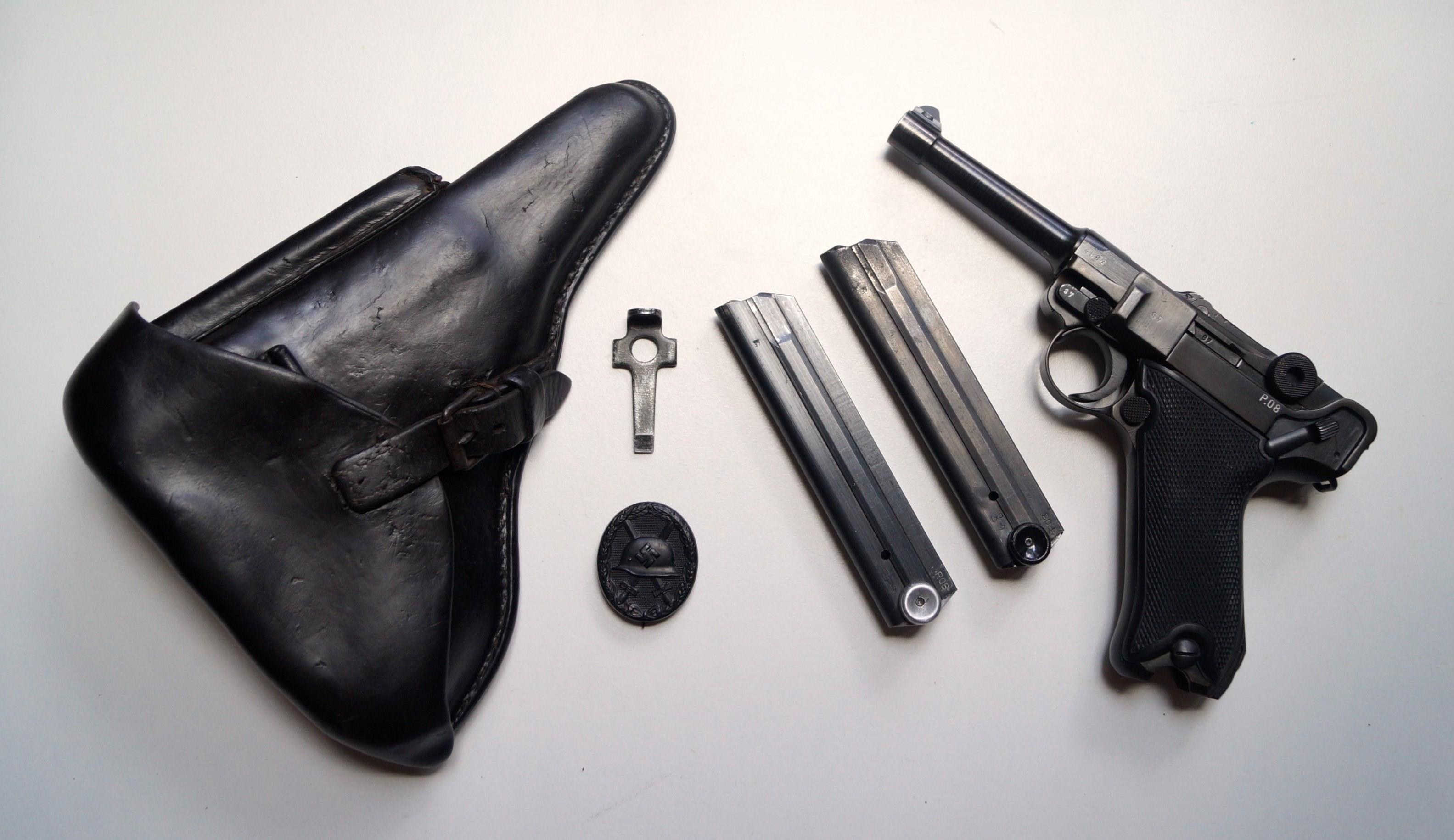 42 BYF NAZI BLACK WIDOW GERMAN LUGER RIG WITH 1 MATCHING # MAGAZINE  Guns > Pistols > Luger Pistols