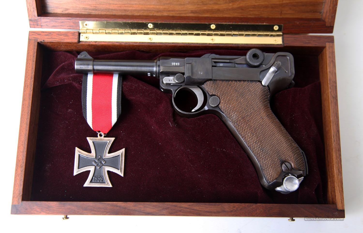 G DATE (1935) NAZI GERMAN LUGER W/ DISPLAY AND MATCHING # MAG  Guns > Pistols > Luger Pistols