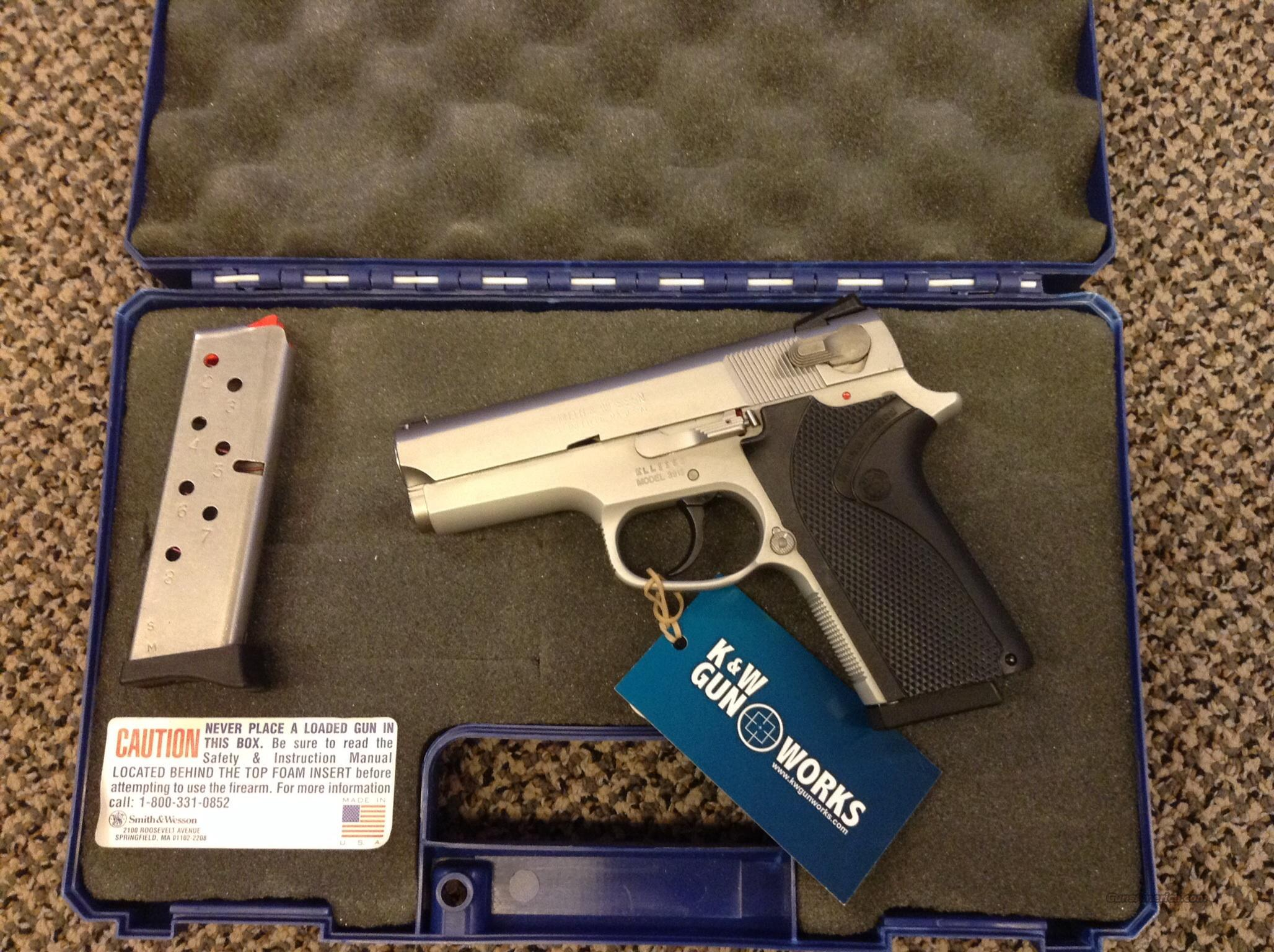 SMITH & WESSON S&W MODEL 3913 9MM WITH BOX AND TWO SINGLE STACK MAGAZINES  Guns > Pistols > Smith & Wesson Pistols - Autos > Alloy Frame