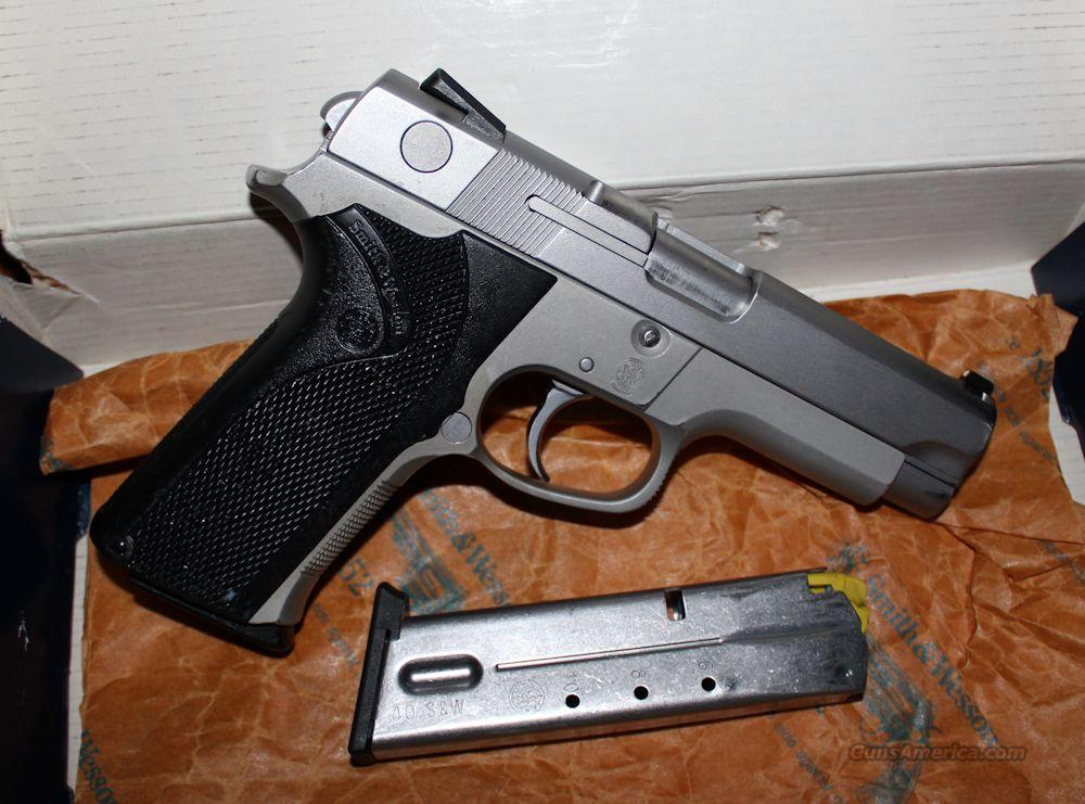 S&W 4043 USED .40S&W Alloy Frame Stainless Slide (2) 10rd Mags  Guns > Pistols > Smith & Wesson Pistols - Autos > Alloy Frame
