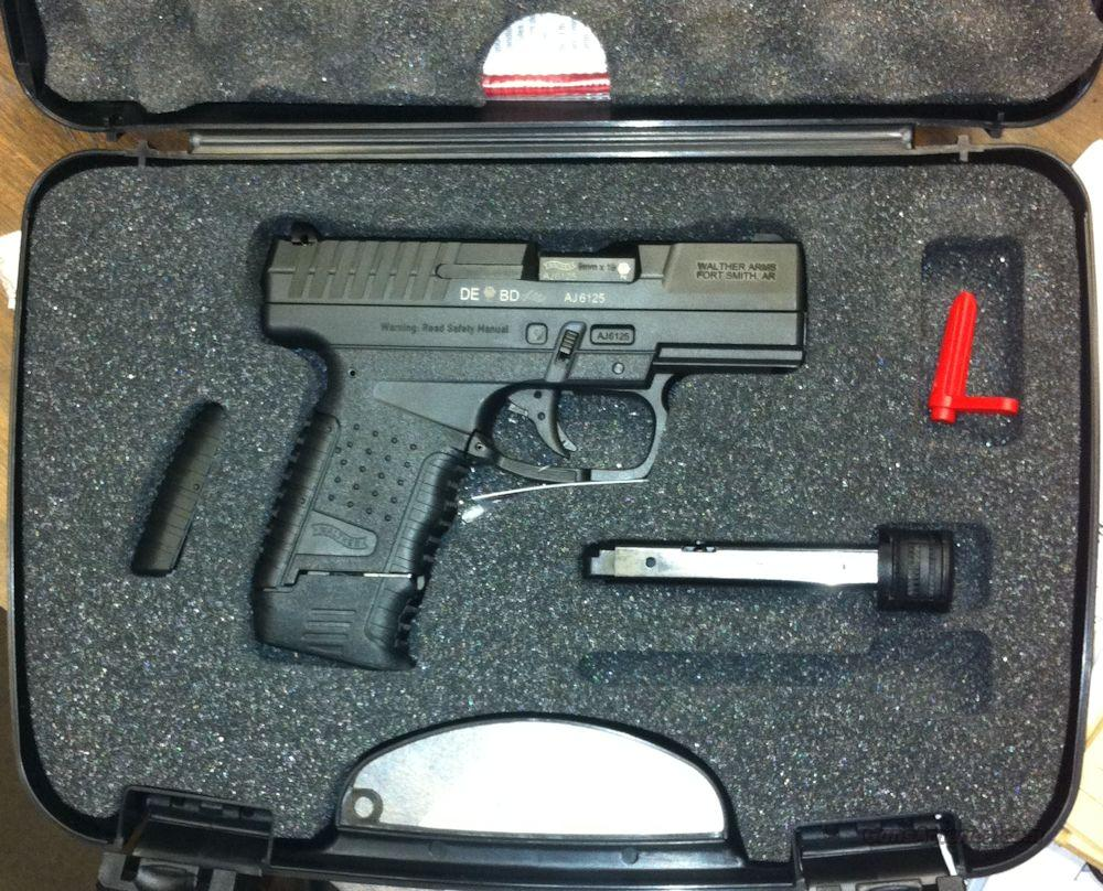 Walther PPS 9mm (Police Pistol Slim) 2 Single Stack  Mags 7 / 8rd Brand New  Guns > Pistols > Walther Pistols > Post WWII > PPS
