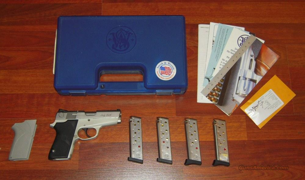 Smith & Wesson 3913 Compact 9mm + 4 Clips (MINT)  Guns > Pistols > Smith & Wesson Pistols - Autos > Alloy Frame