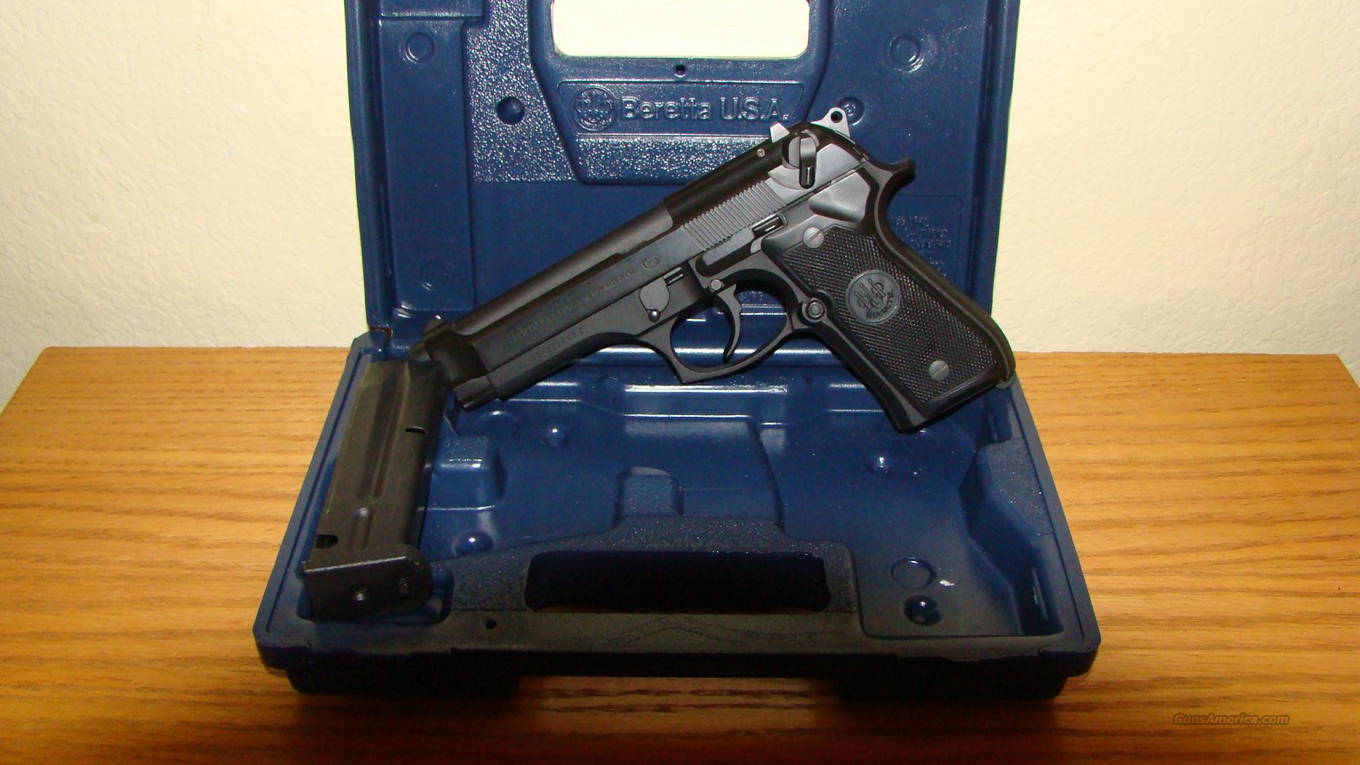 Black Beretta 92FS--9mm with case  Guns > Pistols > Beretta Pistols > Model 92 Series