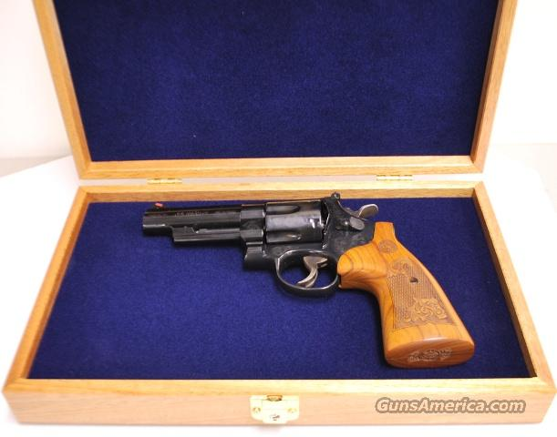 Smith and Wesson Engraved 29 - 10, .44 magnum with presentation case  Guns > Pistols > Smith & Wesson Revolvers > Model 629