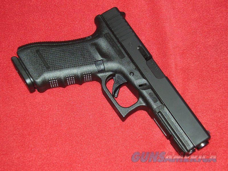 Glock 17 Gen 4 Pistol (9mm)  Guns > Pistols > Glock Pistols > 17