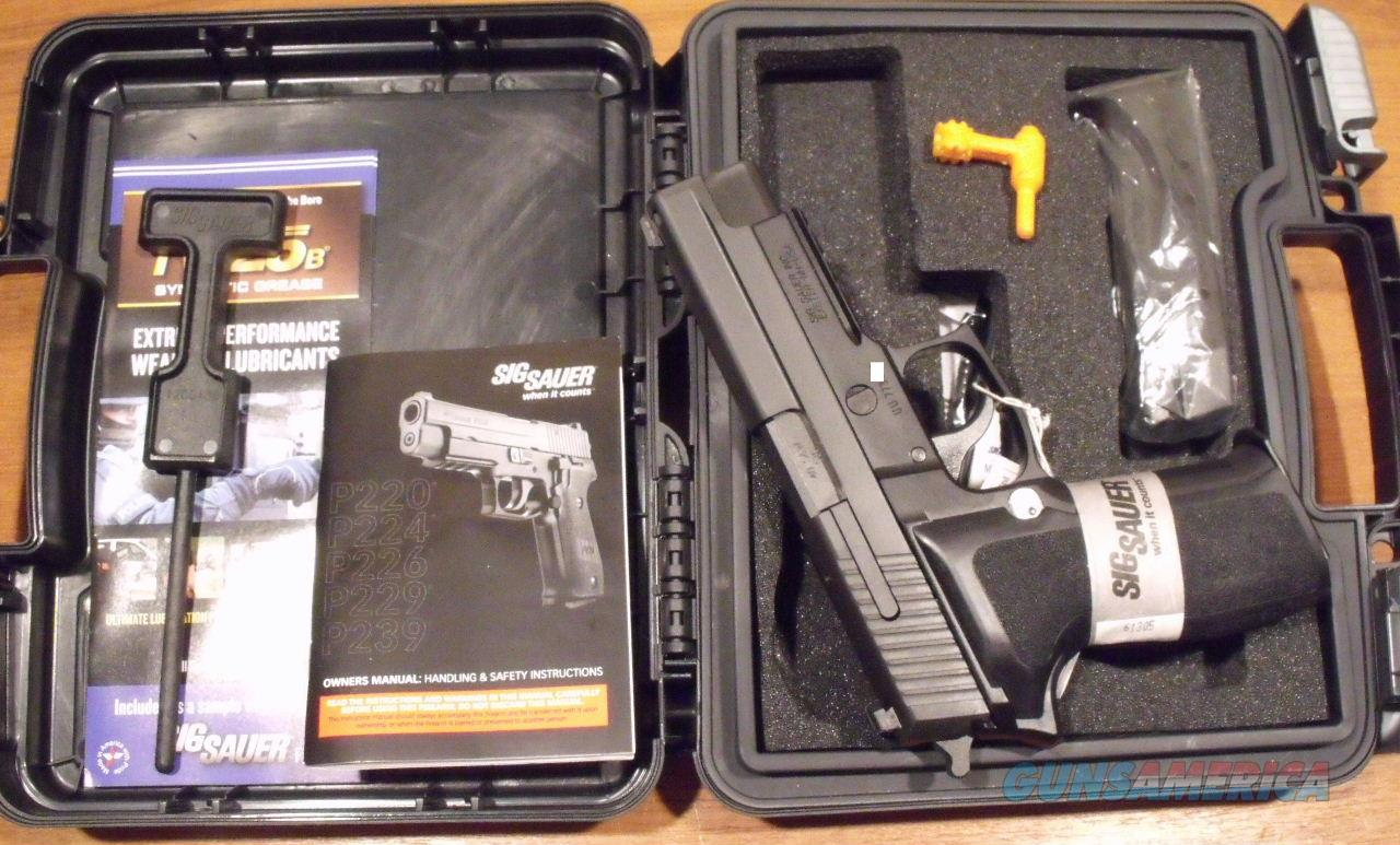 Sig Sauer P226R P226 R E2 .40 SW Ngt Sgt NEW  2 Hi Cap Mags - Special Clearance Price  Guns > Pistols > Sig - Sauer/Sigarms Pistols > P226