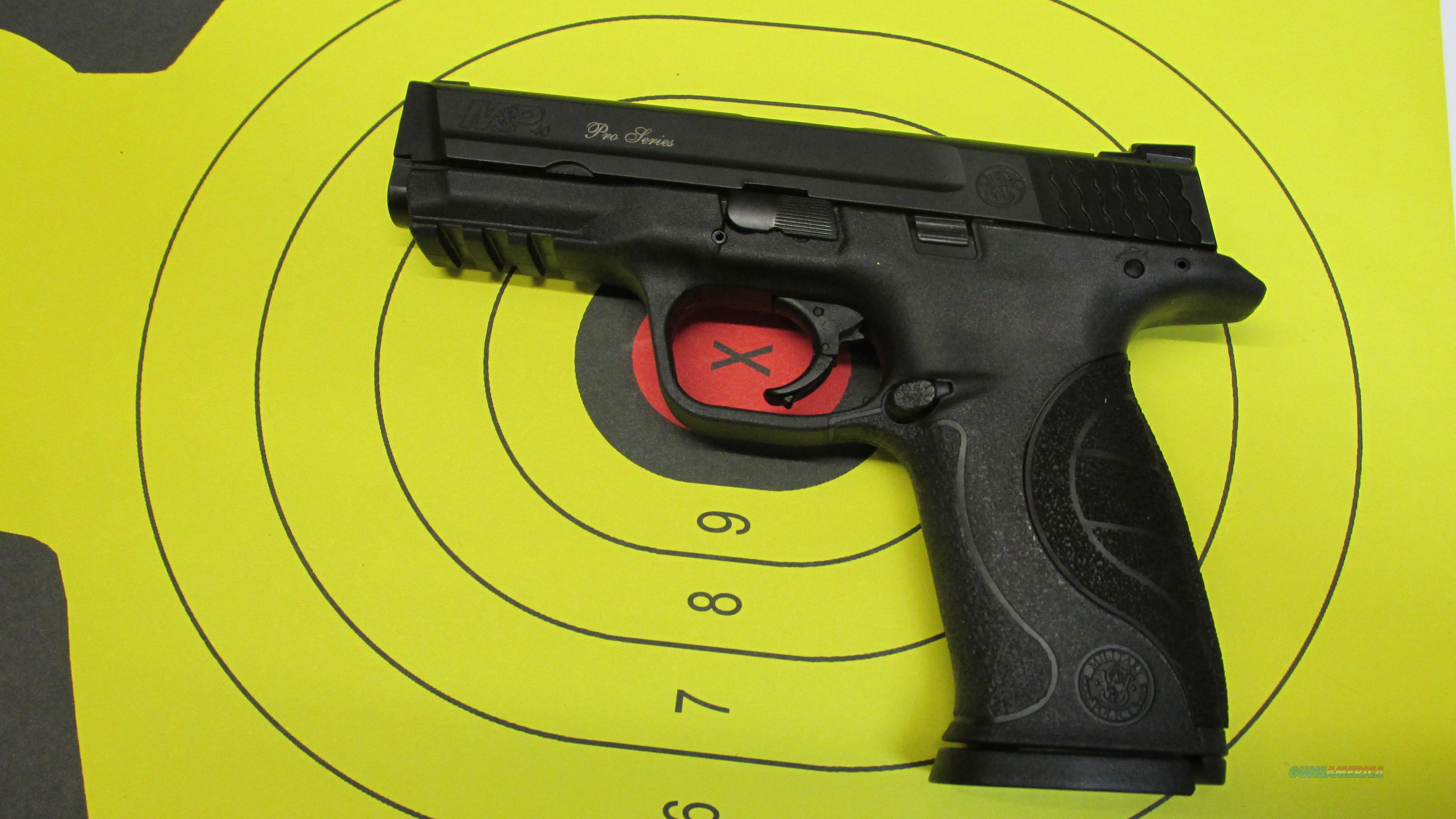 "SMITH &WESSON M&P40 PRO SERIES WITH NIGHT SIGHTS, 40 S&W PISTOL, (2) 15 ROUND MAGAZINES, 4.25"" BARREL  Guns > Pistols > Smith & Wesson Pistols - Autos > Polymer Frame"
