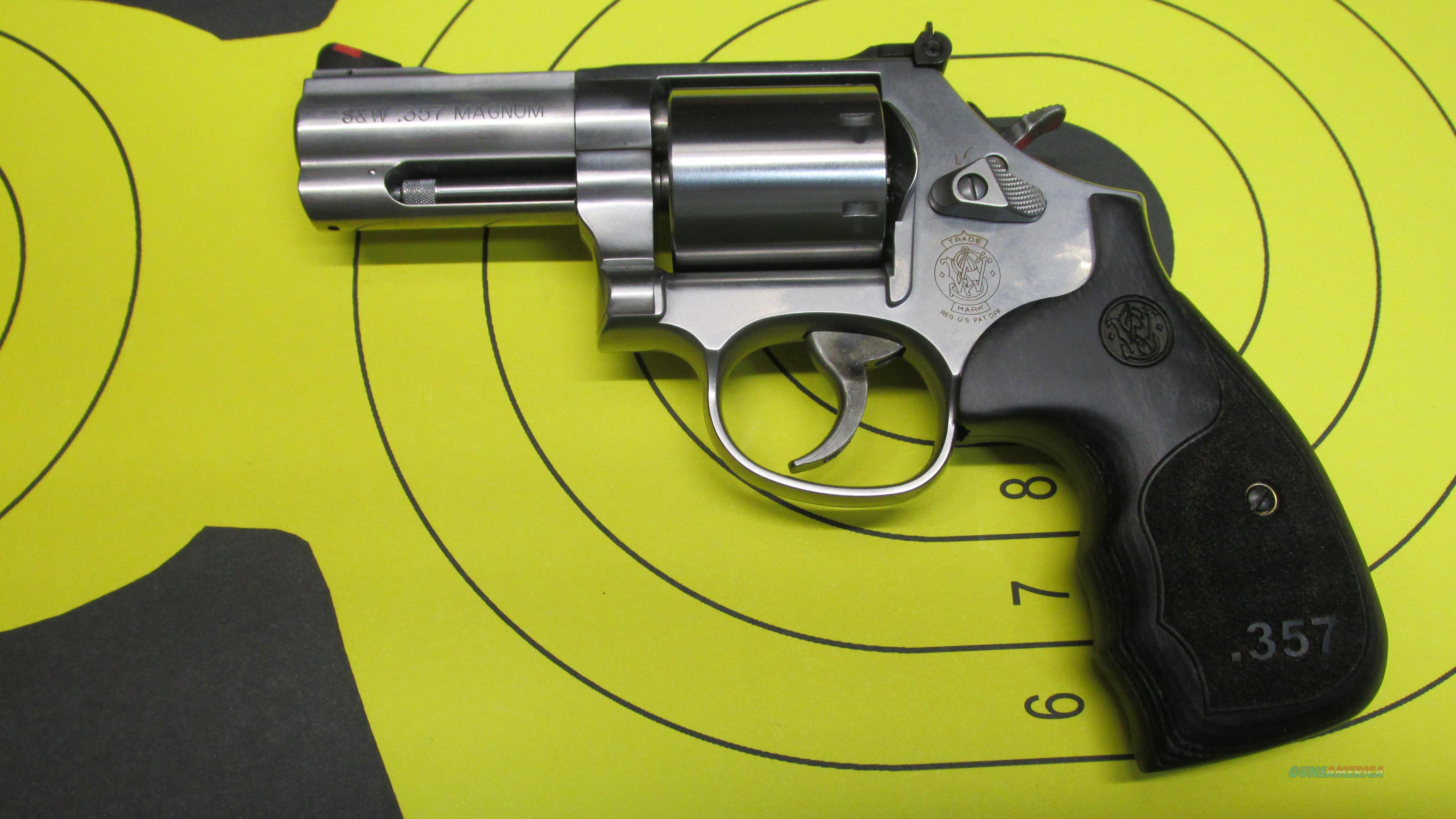 "SMITH & WESSON 686-6 PLUS DELUXE 7 SHOT REVOLVER, UNFLUTED CYLINDER WITH 3"" BARREL, CUSTOM WOOD GRIPS  Guns > Pistols > Smith & Wesson Revolvers > Med. Frame ( K/L )"