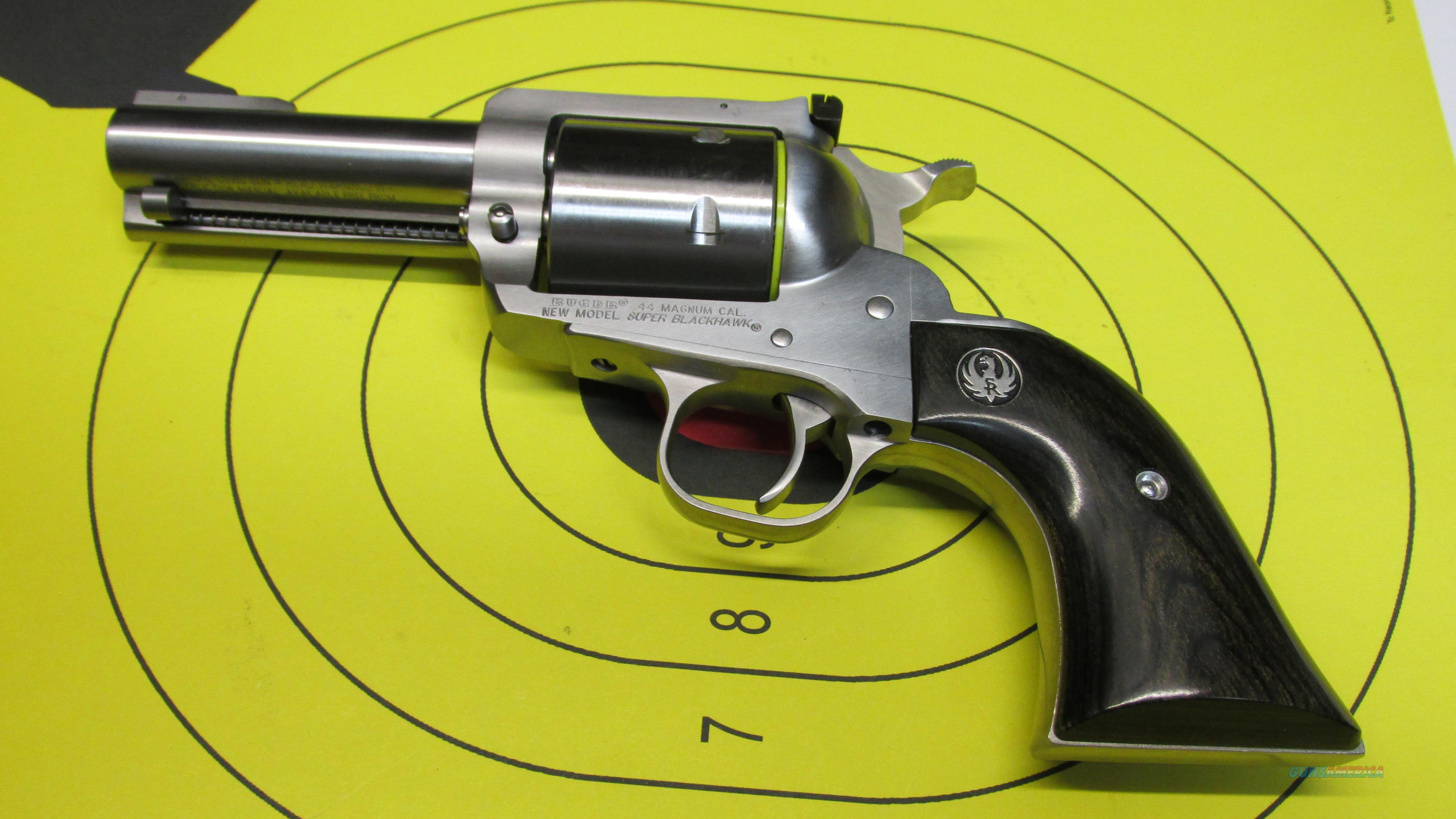 "RUGER SUPER BLACKHAWK 6 SHOT .44 MAGNUM SUNGLE ACTION REVOLVER, 3.5"" BARREL  Guns > Pistols > Ruger Single Action Revolvers > Blackhawk Type"