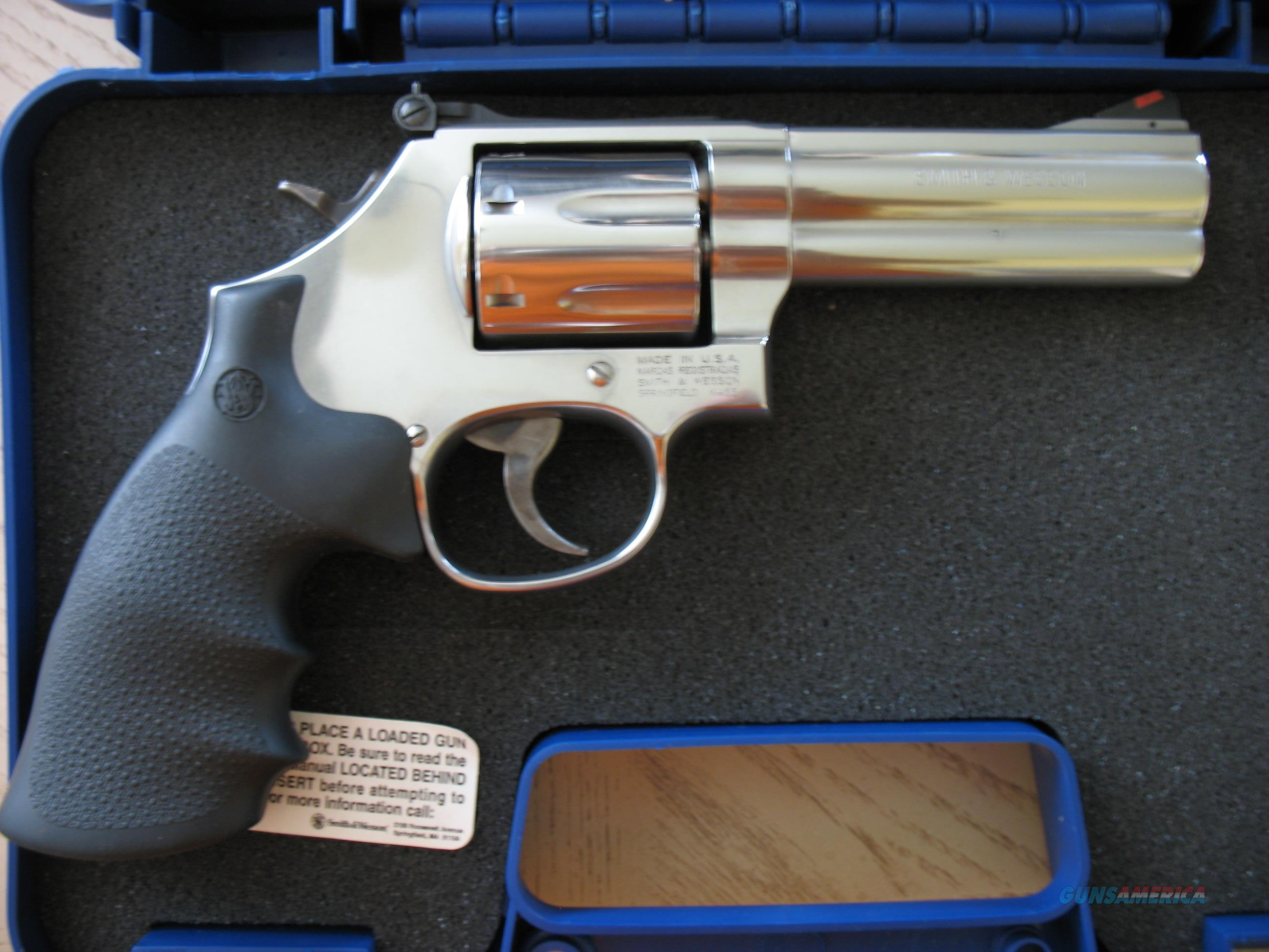 "Smith & Wesson 686 PLUS, 4"" barrel, 7 shot, SS, Adjustable sights, FREE SHIPPING!!  Guns > Pistols > Smith & Wesson Revolvers > Med. Frame ( K/L )"