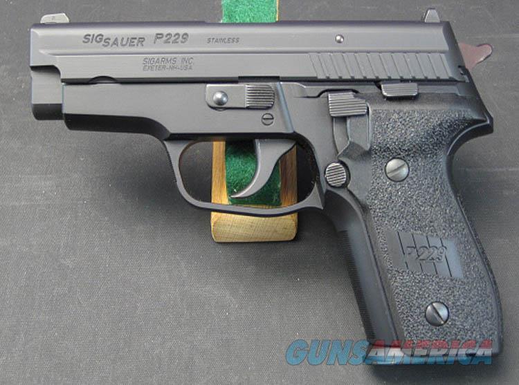 SIG SAUER P229 40 S&W SEMI-AUTOMATIC PISTOL WITH EXTRA HI-CAP MAGAZINES  Guns > Pistols > Sig - Sauer/Sigarms Pistols > P229