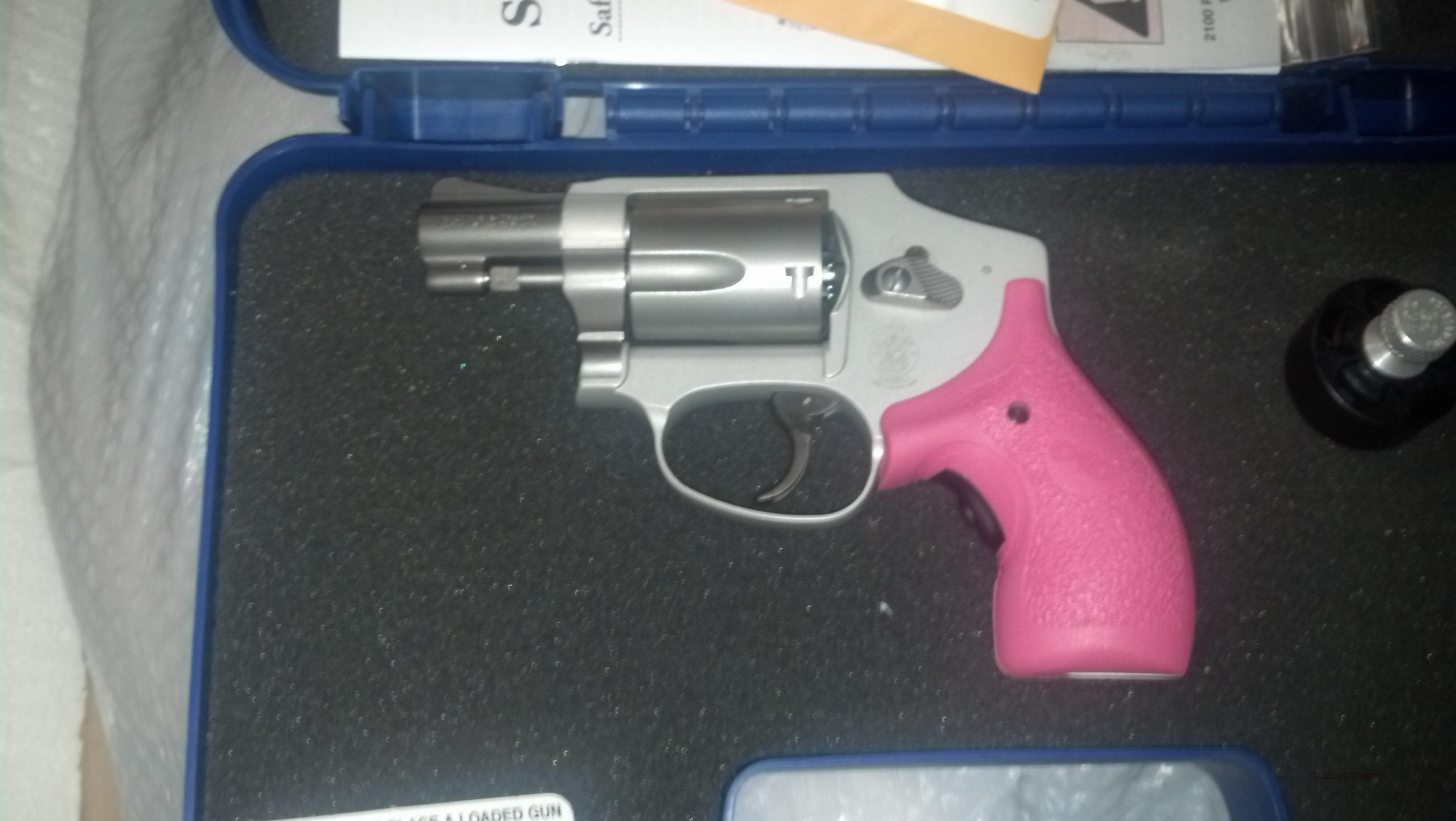 S&W Smith and Wesson 642 Airweight w/ Crimson Trace Pink Laser Grips, Ammo and SpeedLoader  Guns > Pistols > Smith & Wesson Revolvers > Pocket Pistols