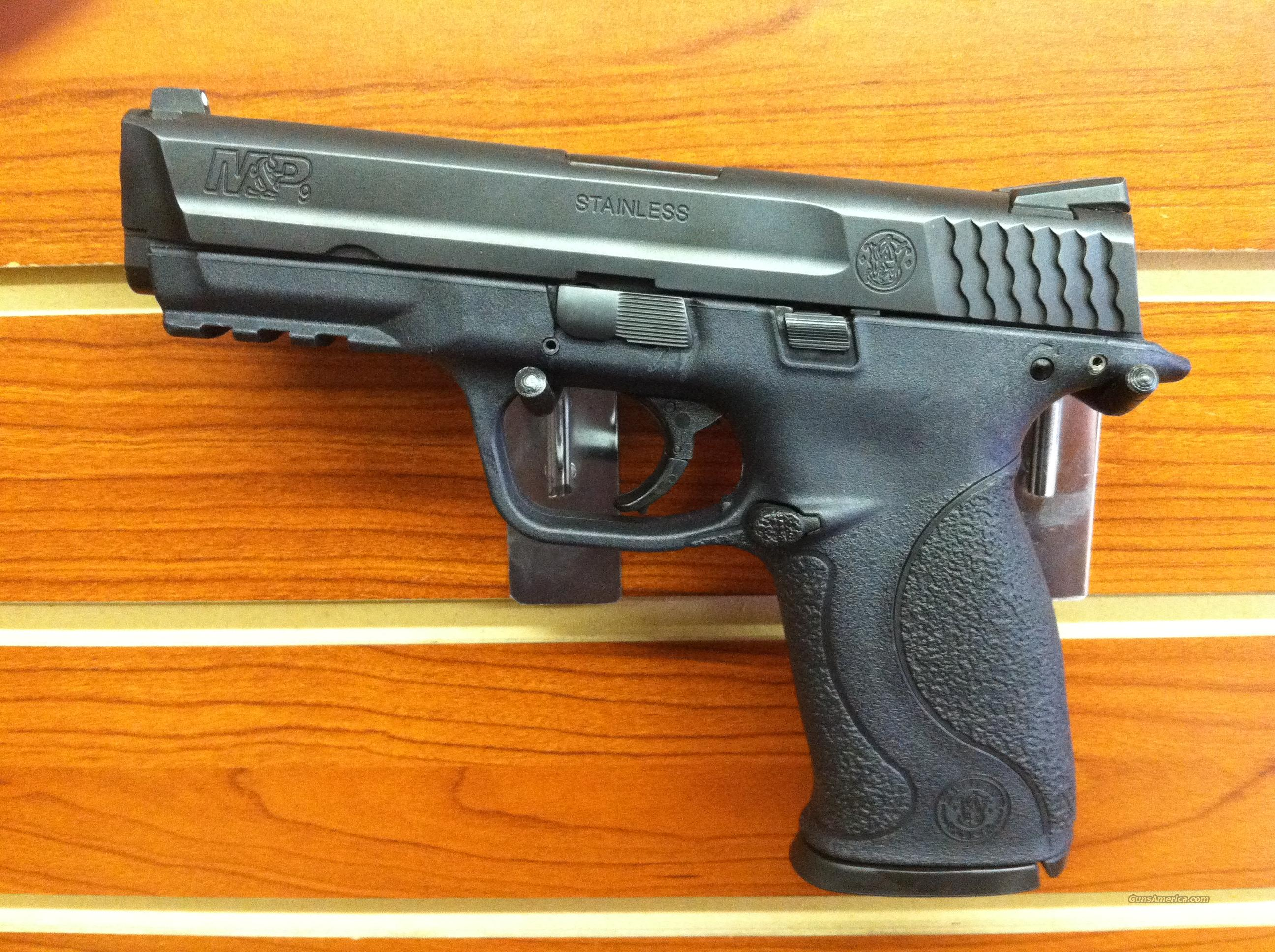 "Used Smith & Wesson, M&P9, 9mm, 4.25"" Barrel  Guns > Pistols > Smith & Wesson Pistols - Autos > Polymer Frame"
