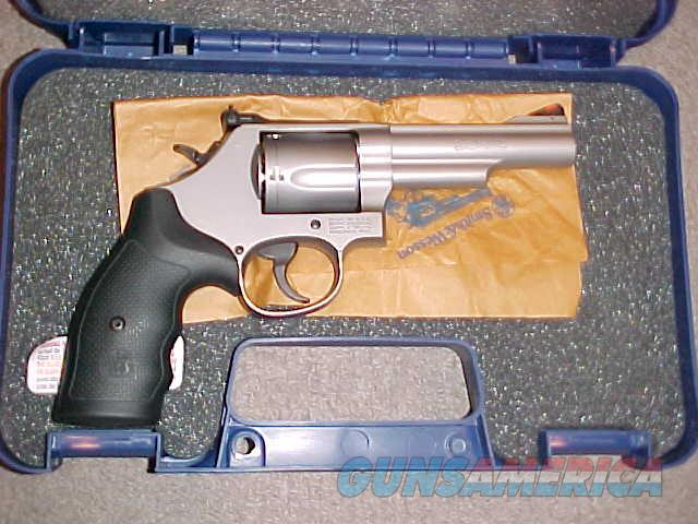 SMITH WESSON MODEL 69 S/S 44 MAGNUM  Guns > Pistols > Smith & Wesson Revolvers > Med. Frame ( K/L )