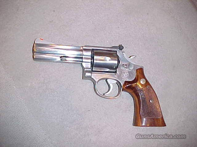 "SMITH & WESSON EARLY 686 S/S 4""  Guns > Pistols > Smith & Wesson Revolvers > Full Frame Revolver"