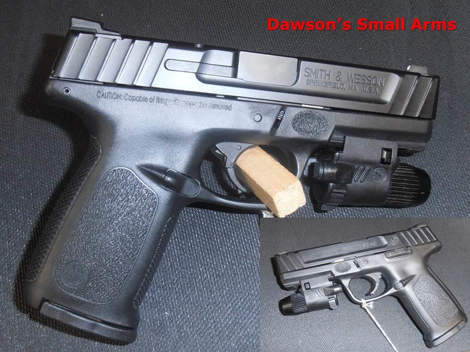 Smith & Wesson SD40  (.40S&W) with Factory Light in Excellent Condition  Guns > Pistols > Smith & Wesson Pistols - Autos > Alloy Frame