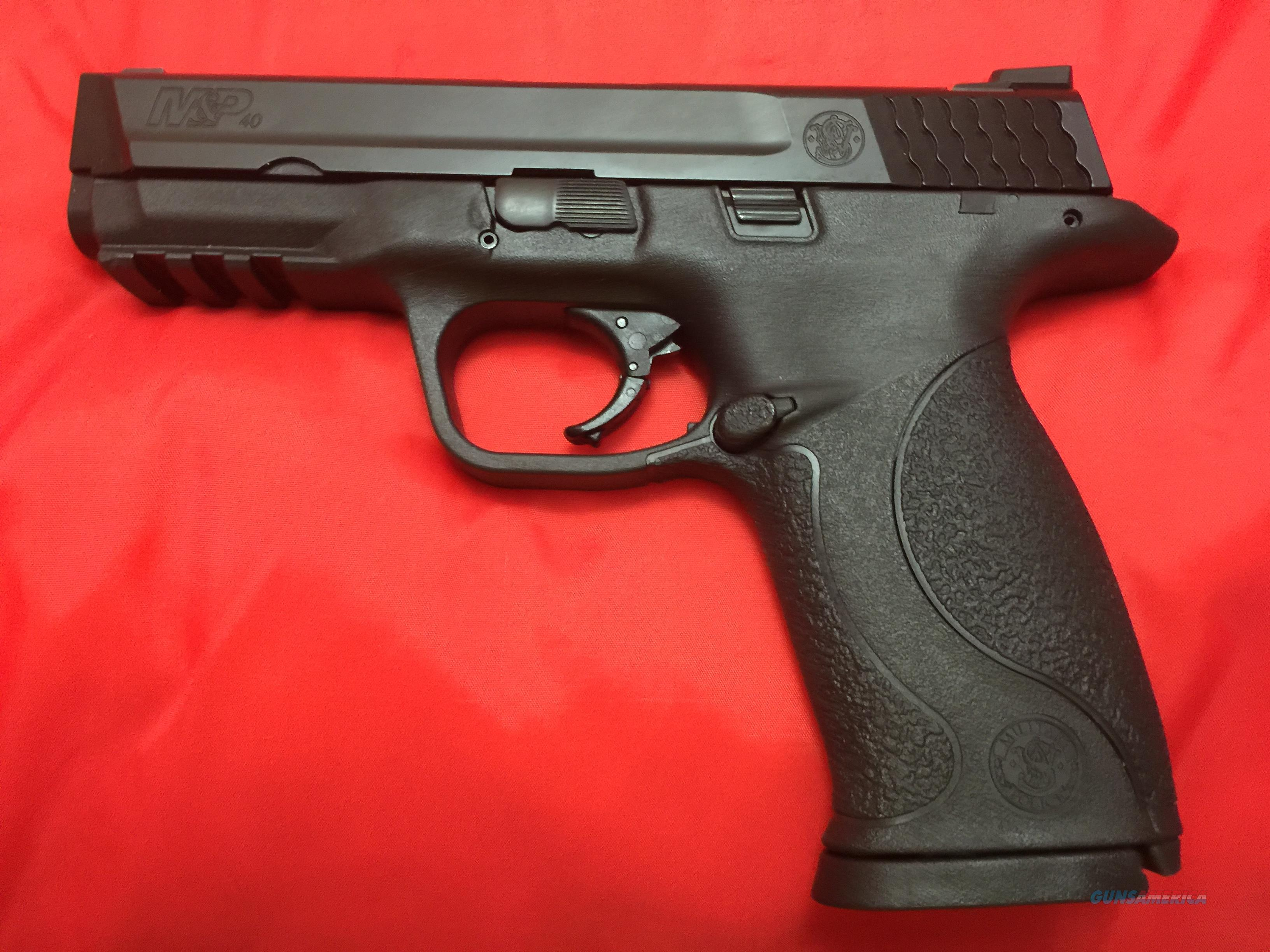 Smith and Wesson M&P 40 FREE SHIPPING  Guns > Pistols > Smith & Wesson Pistols - Autos > Polymer Frame