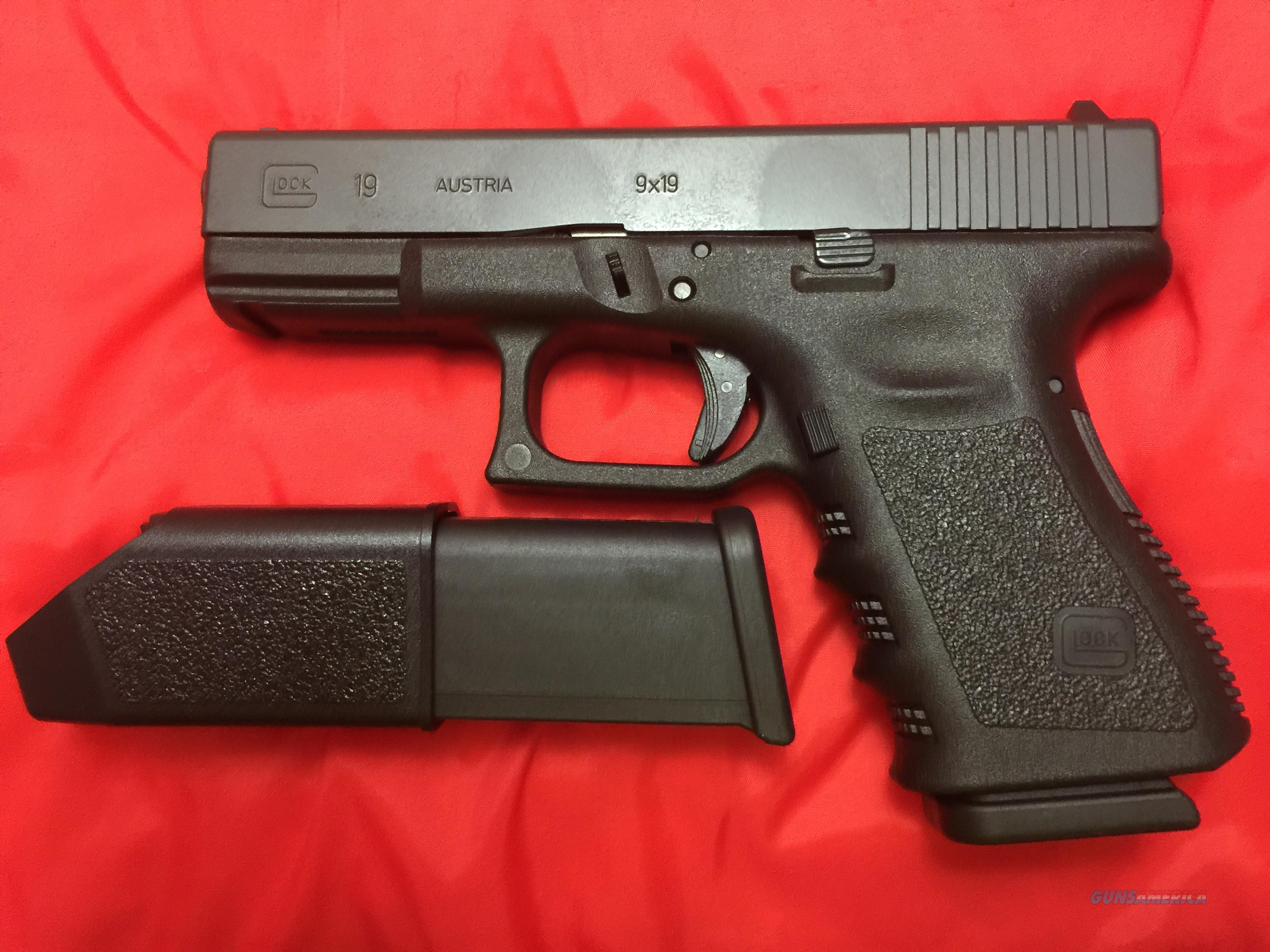 Glock 19 Gen 3 with 2 high capacity magazines  Guns > Pistols > Glock Pistols > 19