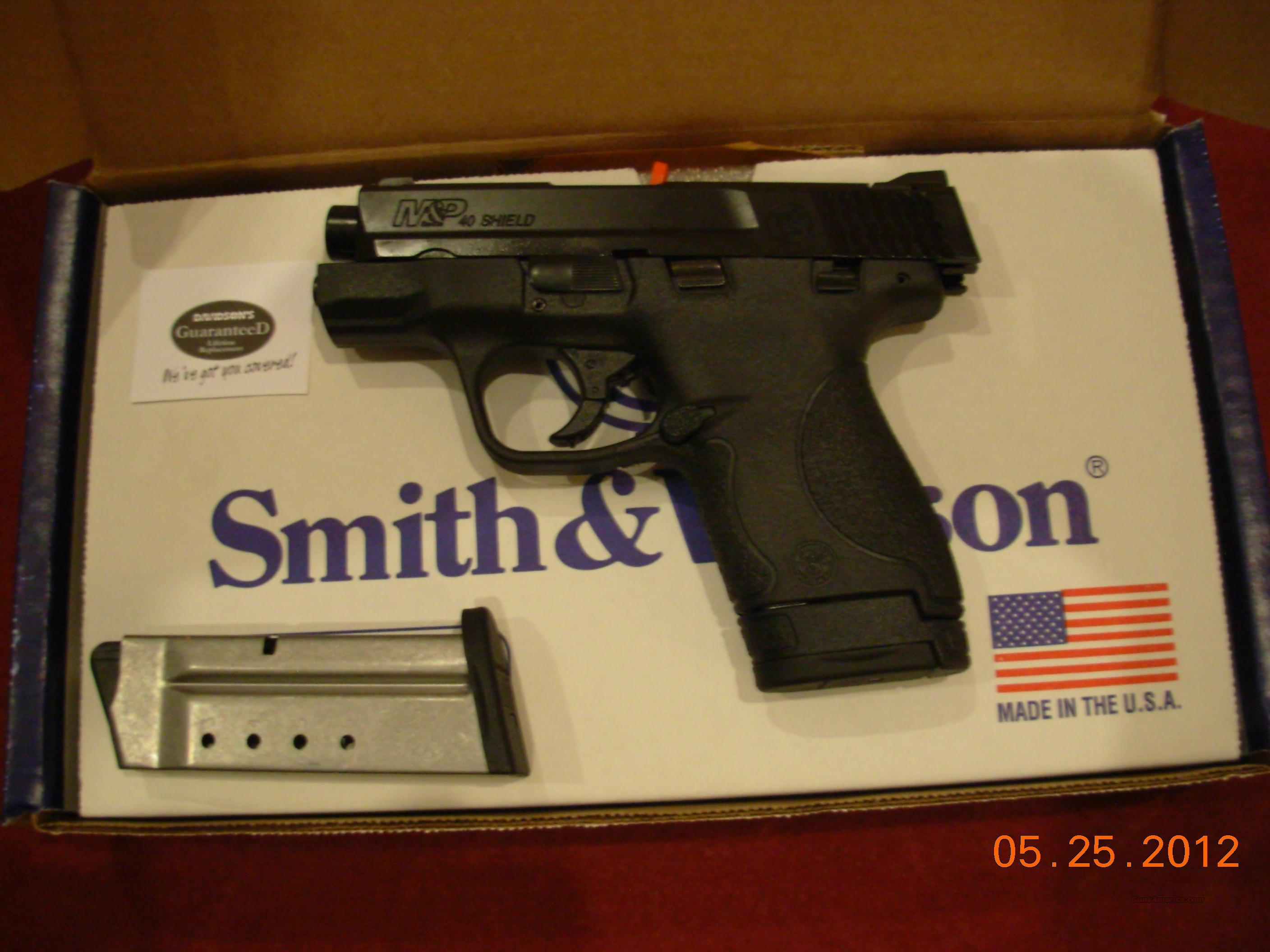 Smith & Wesson M&P Shield .40 S&W Nice & Flat - Great for Concealed Carry 8 Shot 2 Magazines  Guns > Pistols > Smith & Wesson Pistols - Autos > Polymer Frame
