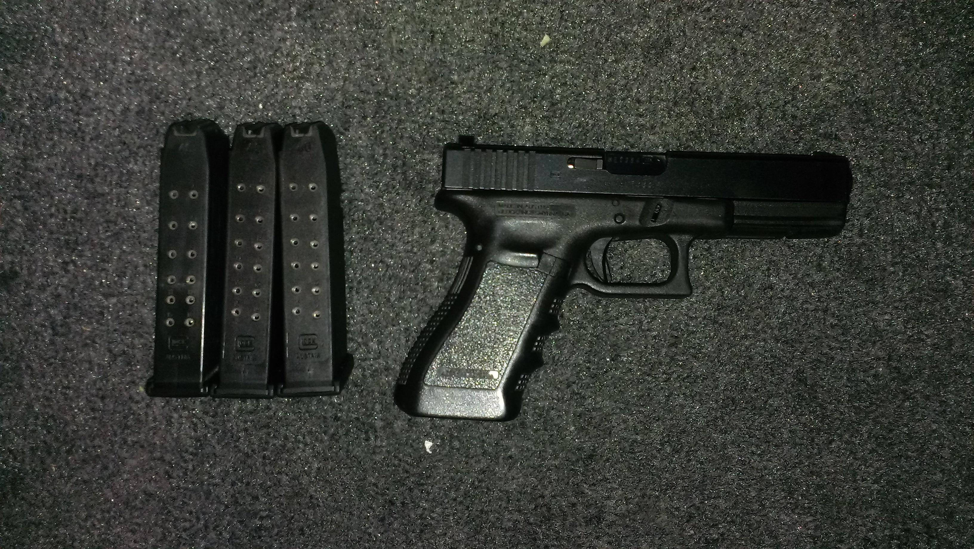 Glock 22 Gen 3 Trijicon night sights 40 S&W  Guns > Pistols > Glock Pistols > 22