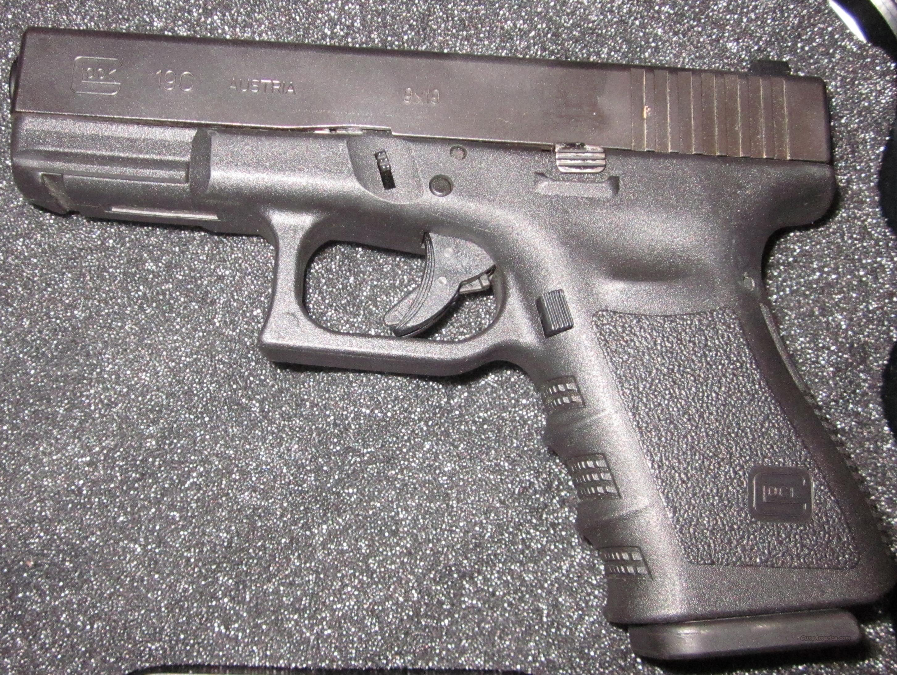Glock 19c with 2 15 round Mags, Excellent condition  Guns > Pistols > Glock Pistols > 19