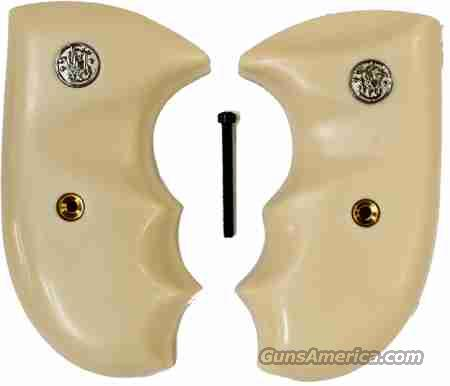 Smith & Wesson J Frame Combat Grips With Finger Grooves  Non-Guns > Gun Parts > Grips > Smith & Wesson