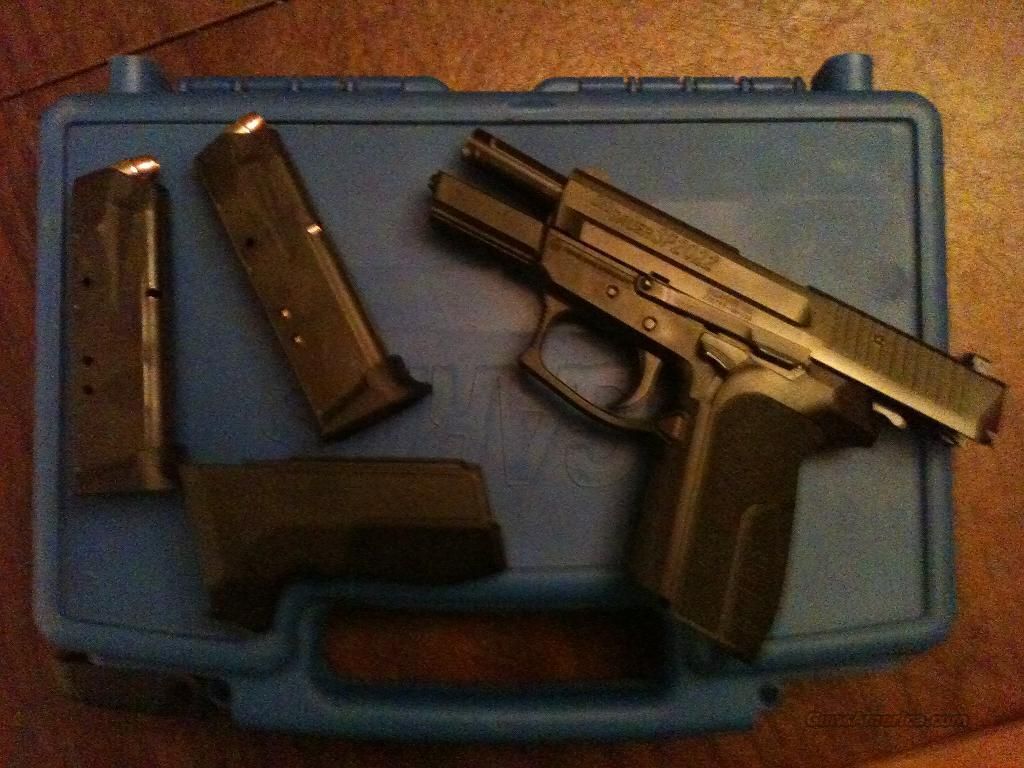 Sig Sauer SP2022 w/ night sights...PRICE REDUCED!  Guns > Pistols > Sig - Sauer/Sigarms Pistols > 2022