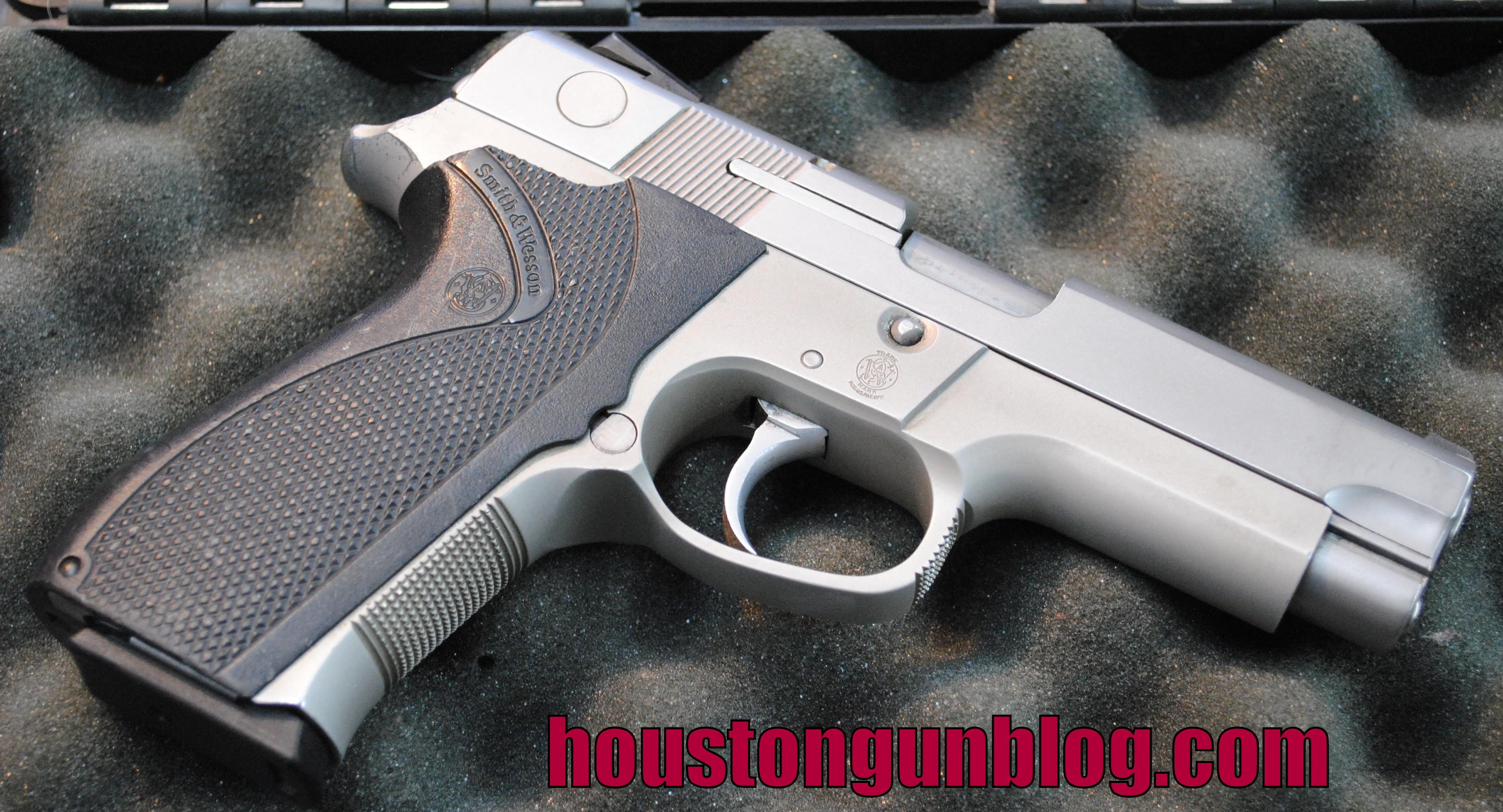 Smith & Wesson 4043 40SW Semi-Automatic Pistol USED with 2 Mags  Guns > Pistols > Smith & Wesson Pistols - Autos > Alloy Frame