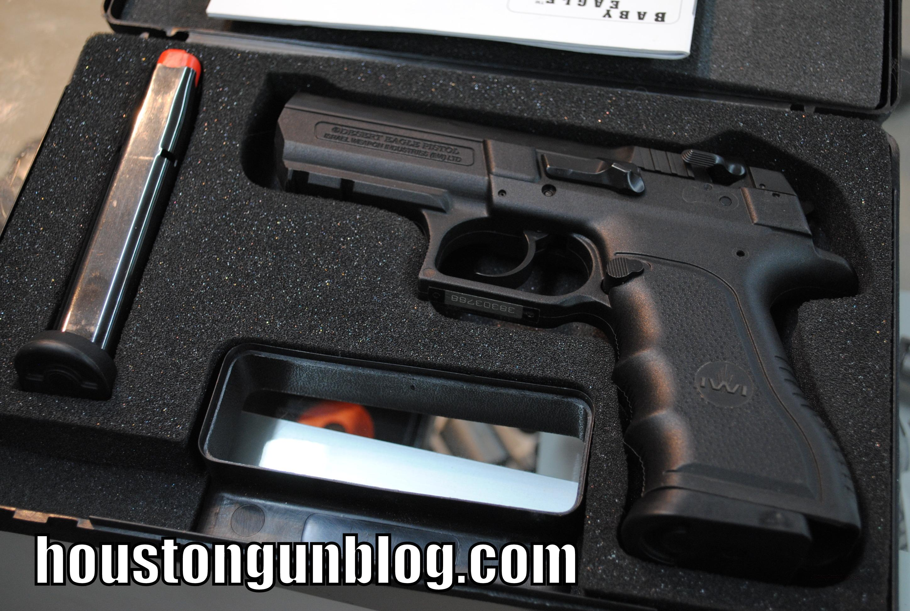 Magnum Research Baby Eagle 40 SW Like NEW 2 Mags   Guns > Pistols > Desert Eagle/IMI Pistols > Baby Eagle