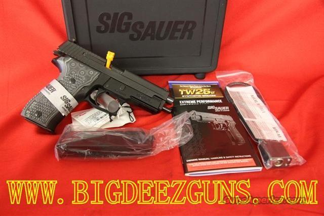 Sig Sauer P226 .40s&w EXTREME With Short Release Trigger/SigLite Night Sights E26R-40-XTM-BLKGRY  Guns > Pistols > Sig - Sauer/Sigarms Pistols > P226