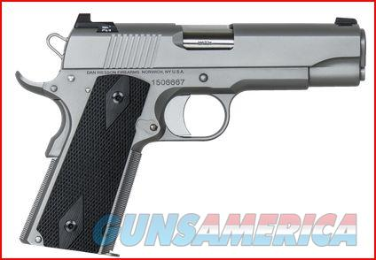 Dan Wesson Valor Commander Stainless 1911 45ACP FREE 120 DAY LAYAWAY or FREE SHIPPING  01872 806703018720  Guns > Pistols > Dan Wesson Pistols/Revolvers > 1911 Style