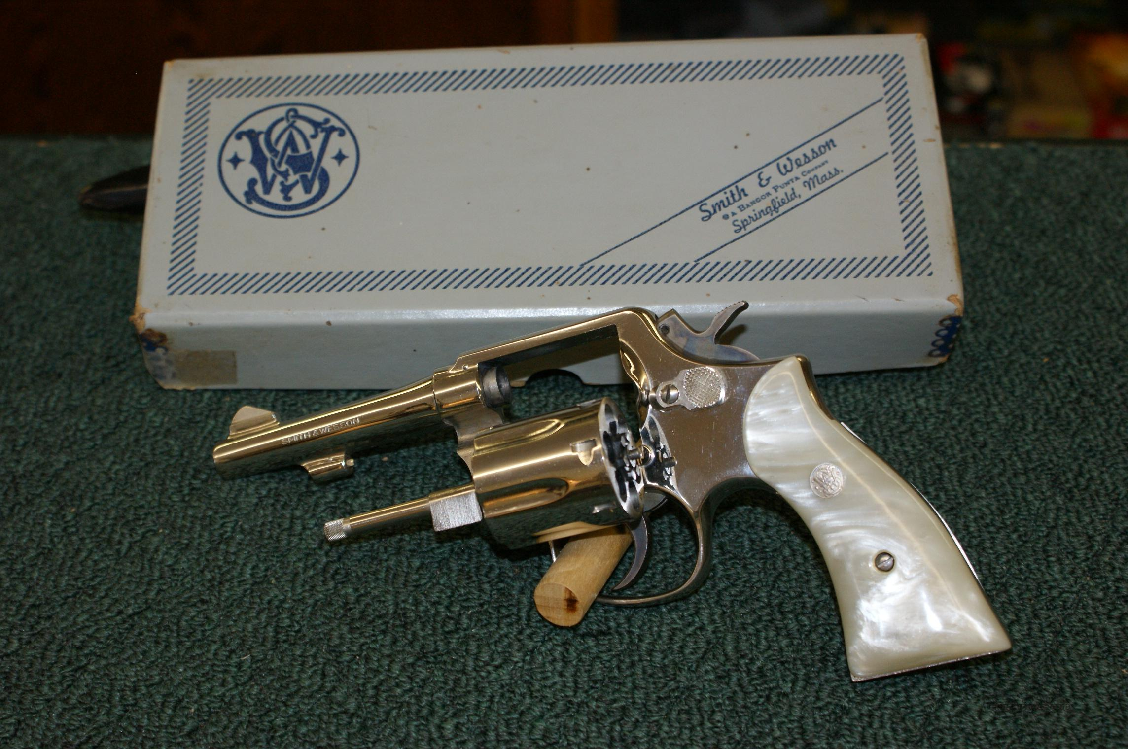 Smith & Wesson model 10-5  Nickel/Mother of Pearl  Guns > Pistols > Smith & Wesson Revolvers > Model 10