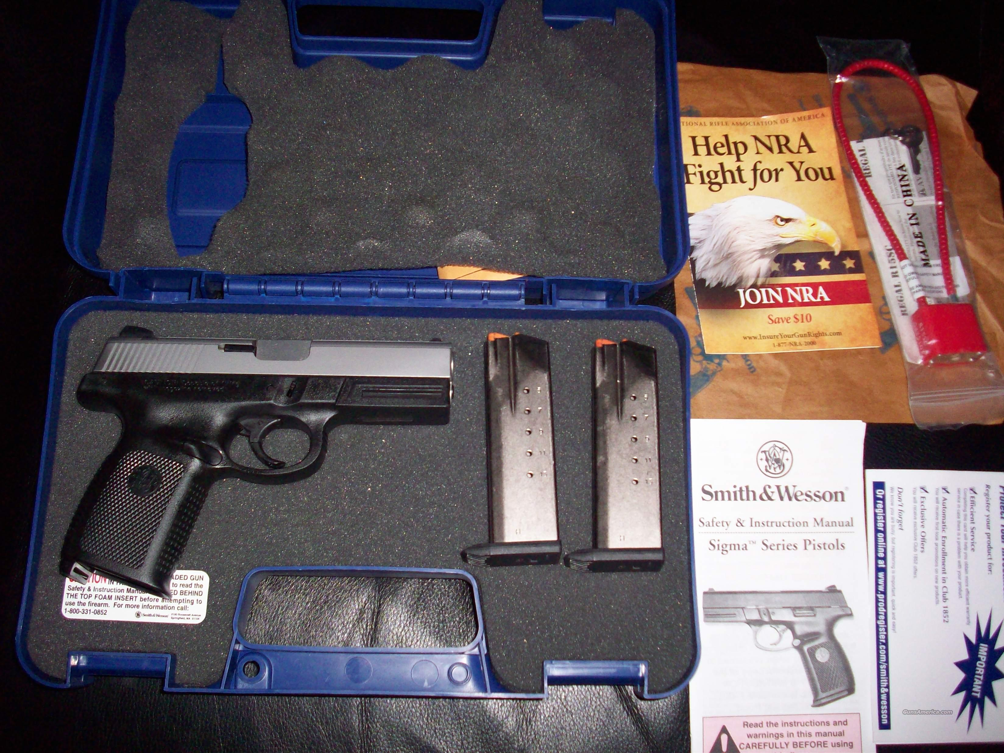 Smith & Wesson Sigma .40SW Auto Pistol Excellent Condition  Guns > Pistols > Smith & Wesson Pistols - Autos > Polymer Frame
