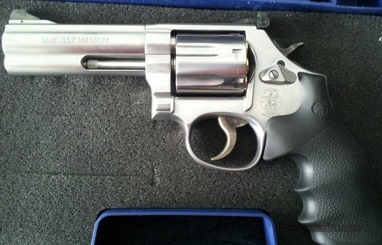 "Smith and Wesson 686 Plus 4"" with *Meprolight Night Sights*  Guns > Pistols > Smith & Wesson Revolvers > Full Frame Revolver"