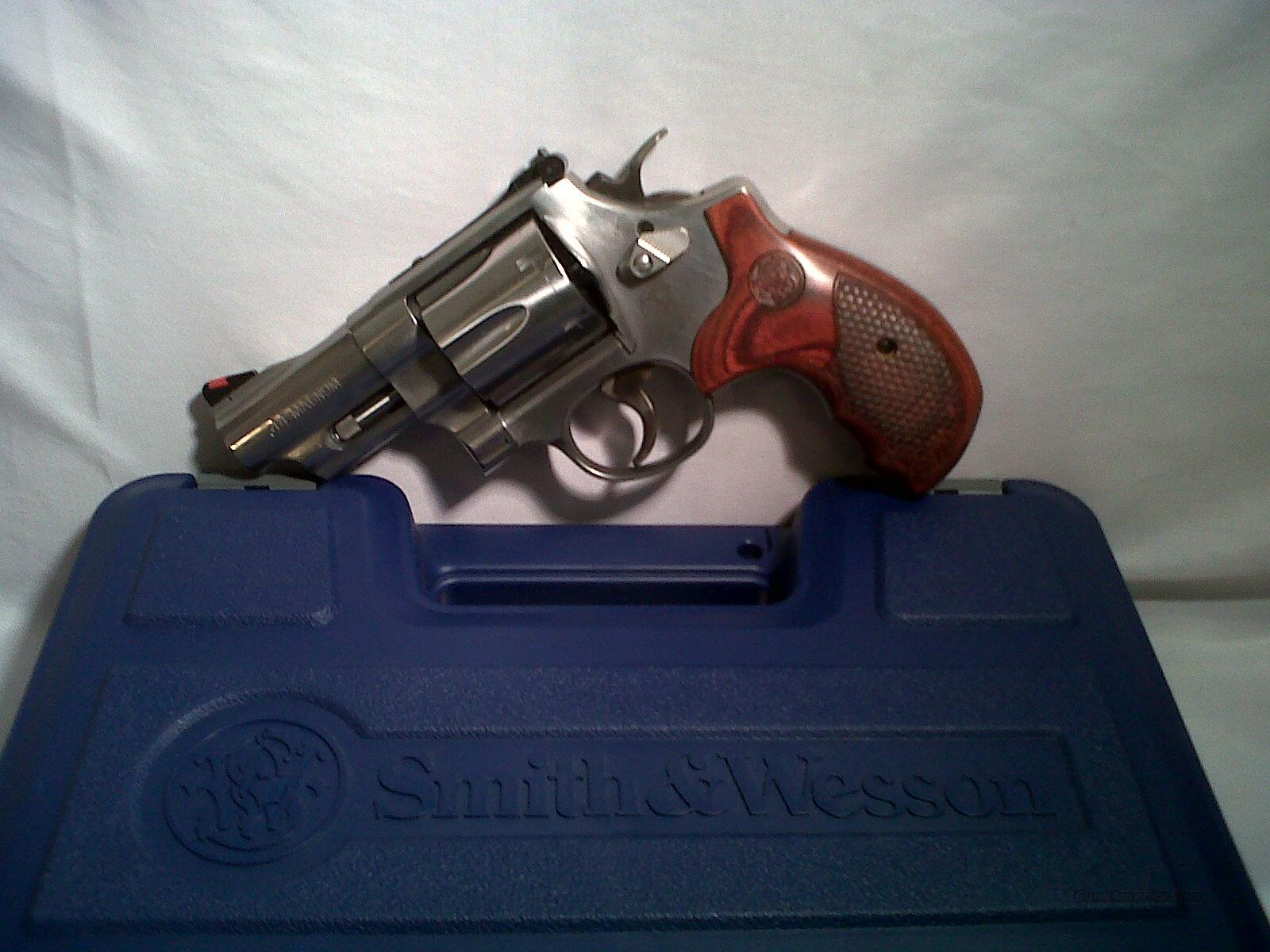 "Smith&wesson Model 629 Deluxe TALO 44 magnum 3"" barrel Sku:150715 checkered wood grips  Guns > Pistols > Smith & Wesson Revolvers > Model 629"