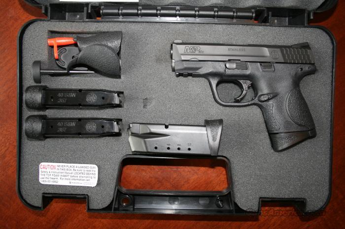 Smith and wesson M&P40C used Box and 2 clips complete  Guns > Pistols > Smith & Wesson Pistols - Autos > Alloy Frame
