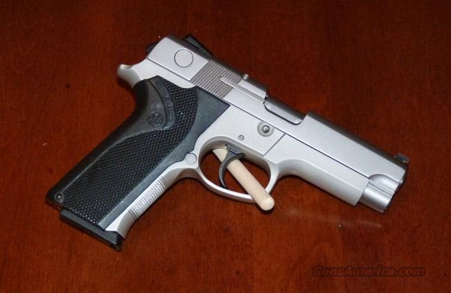 Smith and Wesson 4043 40 s&w  LN  Guns > Pistols > Smith & Wesson Pistols - Autos > Alloy Frame