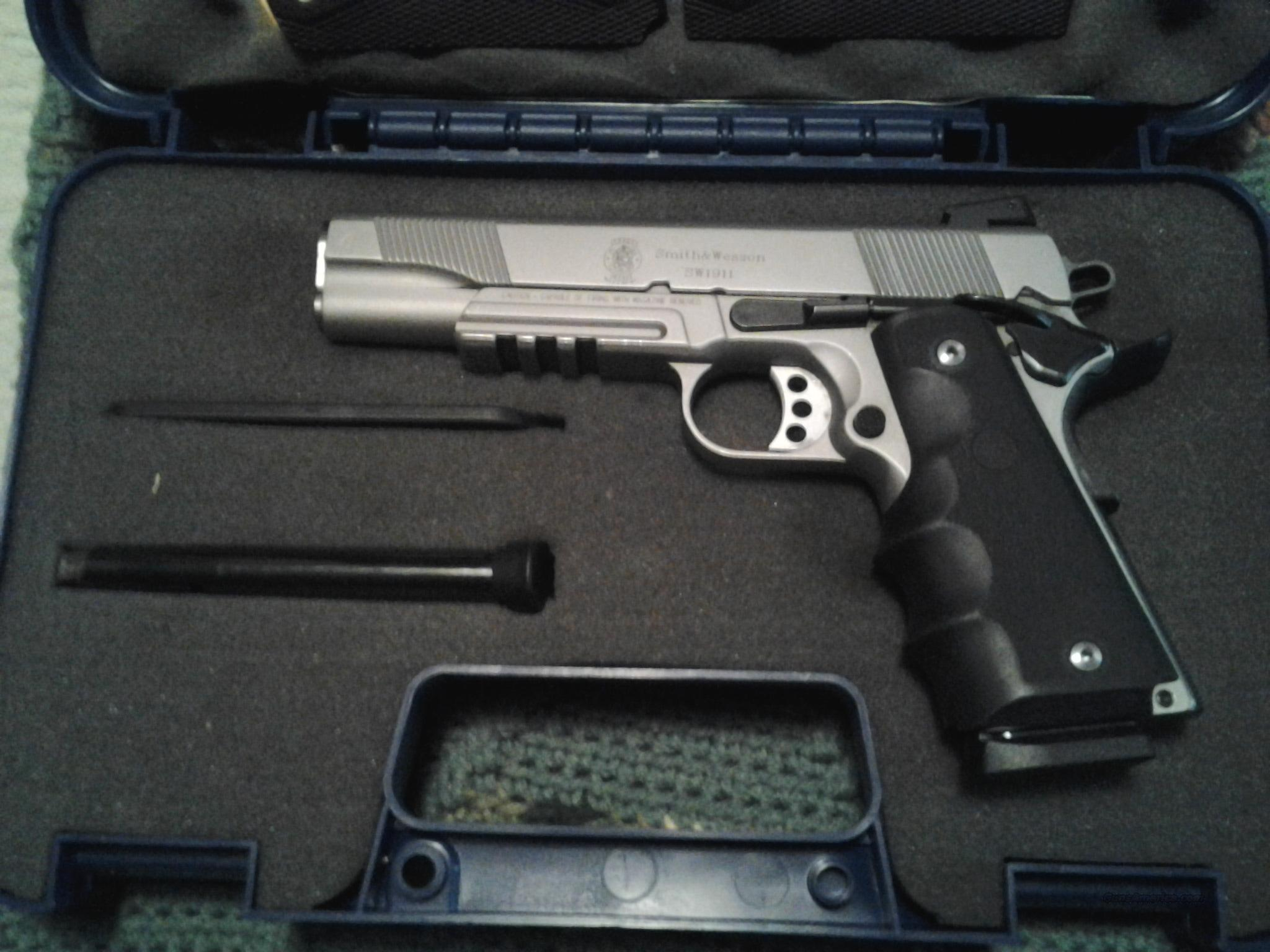 Smith and Wesson 1911 w/rail  Guns > Pistols > Smith & Wesson Pistols - Autos > Steel Frame