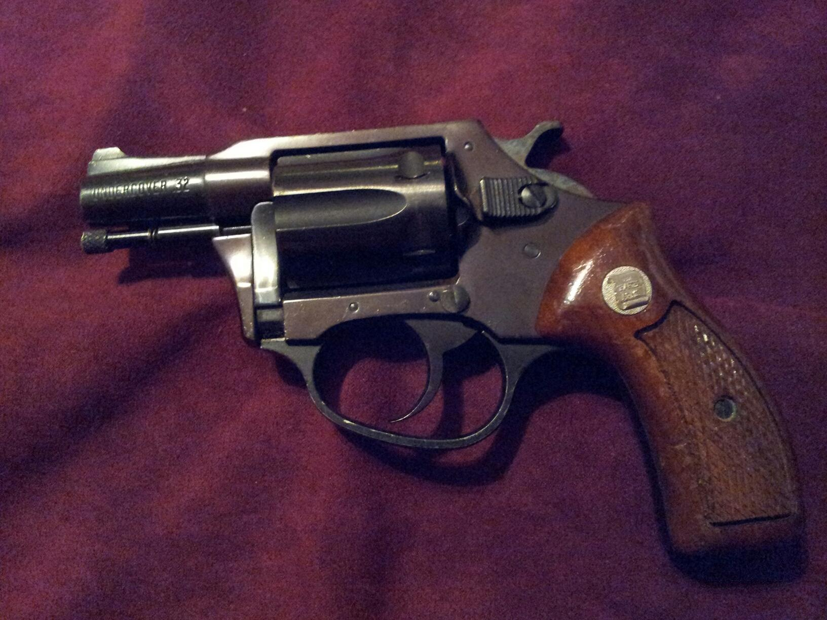 Charter Arms Undercover 32  Guns > Pistols > Charter Arms Revolvers