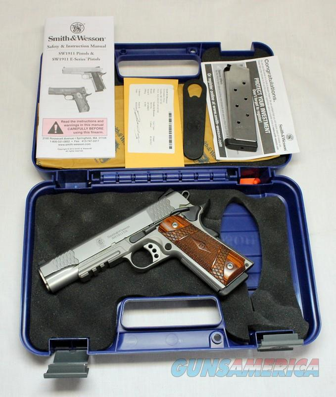 Smith & Wesson SW1911TA semi-automatic pistol ~ .45ACP ~ Box, Papers TACTICAL 1911  Guns > Pistols > Smith & Wesson Pistols - Autos > Steel Frame