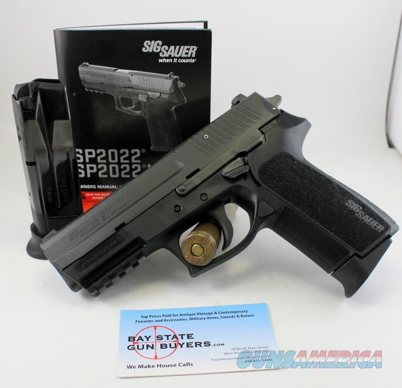 Sig Sauer SP2022 semi-automatic pistol ~ .22LR ~ Manual & (2) Factory Magazines  Guns > Pistols > Sig - Sauer/Sigarms Pistols > 2022
