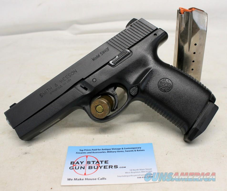 Smith & Wesson SW40F semi-automatic pistol ~ .40SW ~ (2) Factory 15rd Magazines  Guns > Pistols > Smith & Wesson Pistols - Autos > Polymer Frame