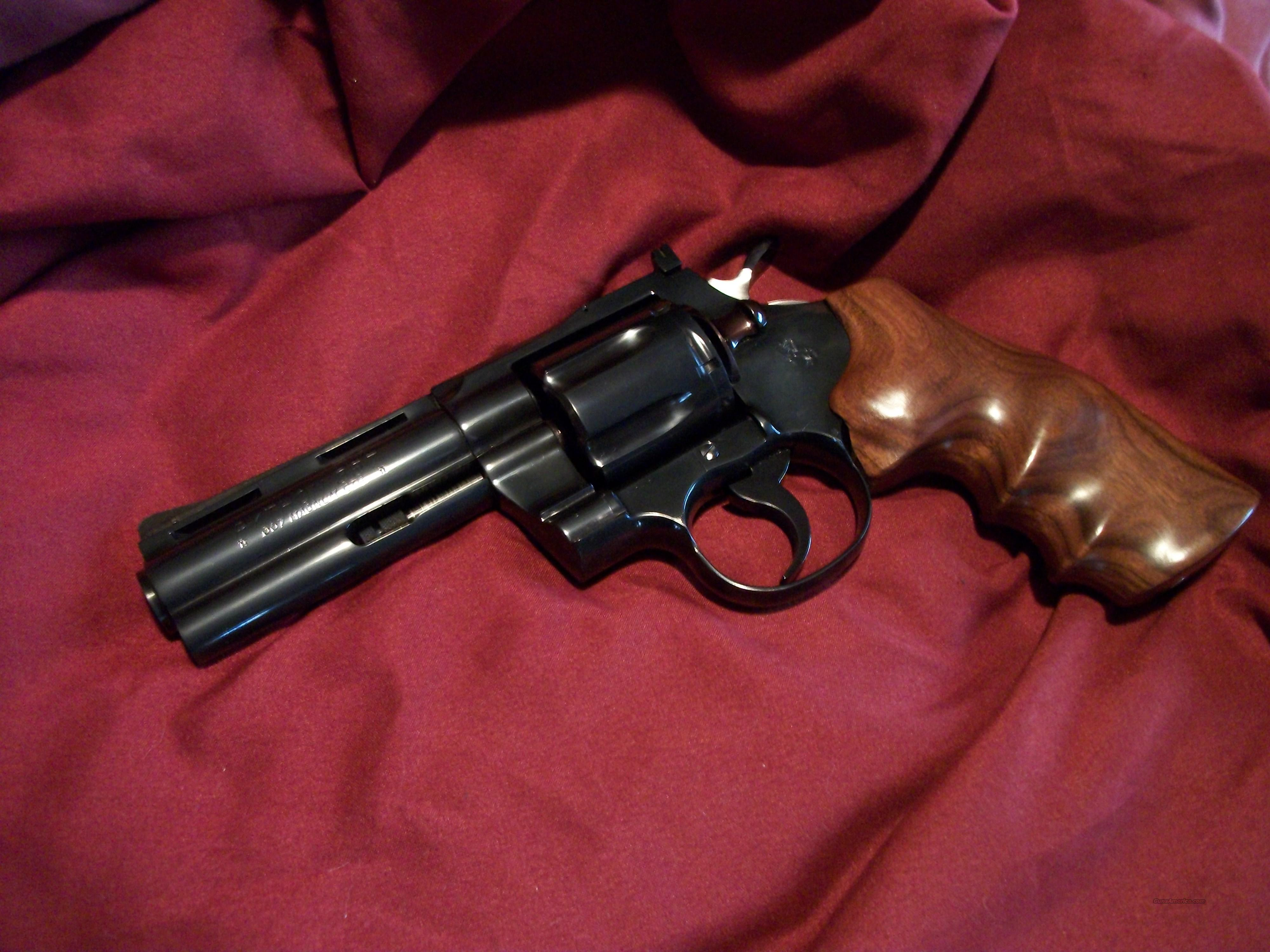 Deep blue 4'' colt python with 1 piece colt custom shop grip  Guns > Pistols > Colt Double Action Revolvers- Modern