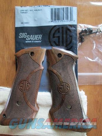 SIG SAUER 1911 TARGET GRIPS  Non-Guns > Gunstocks, Grips & Wood