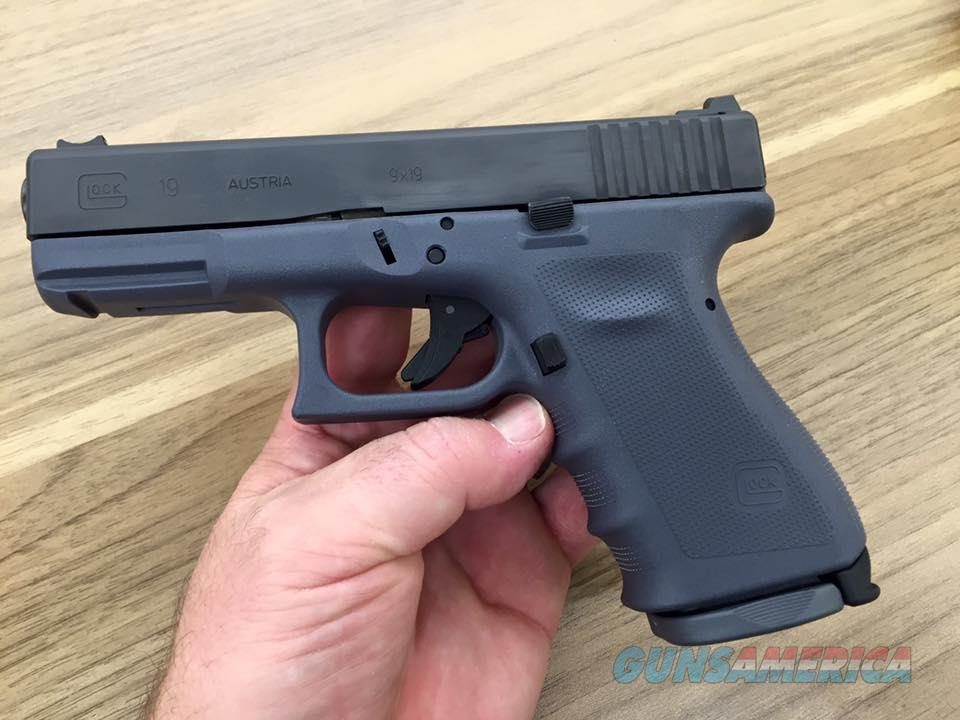 Larry Vickers Glock G19 Tactical Grey 9mm!!! Hard to find gun!!! They only made 3000 of these!!!  Guns > Pistols > Glock Pistols > 19