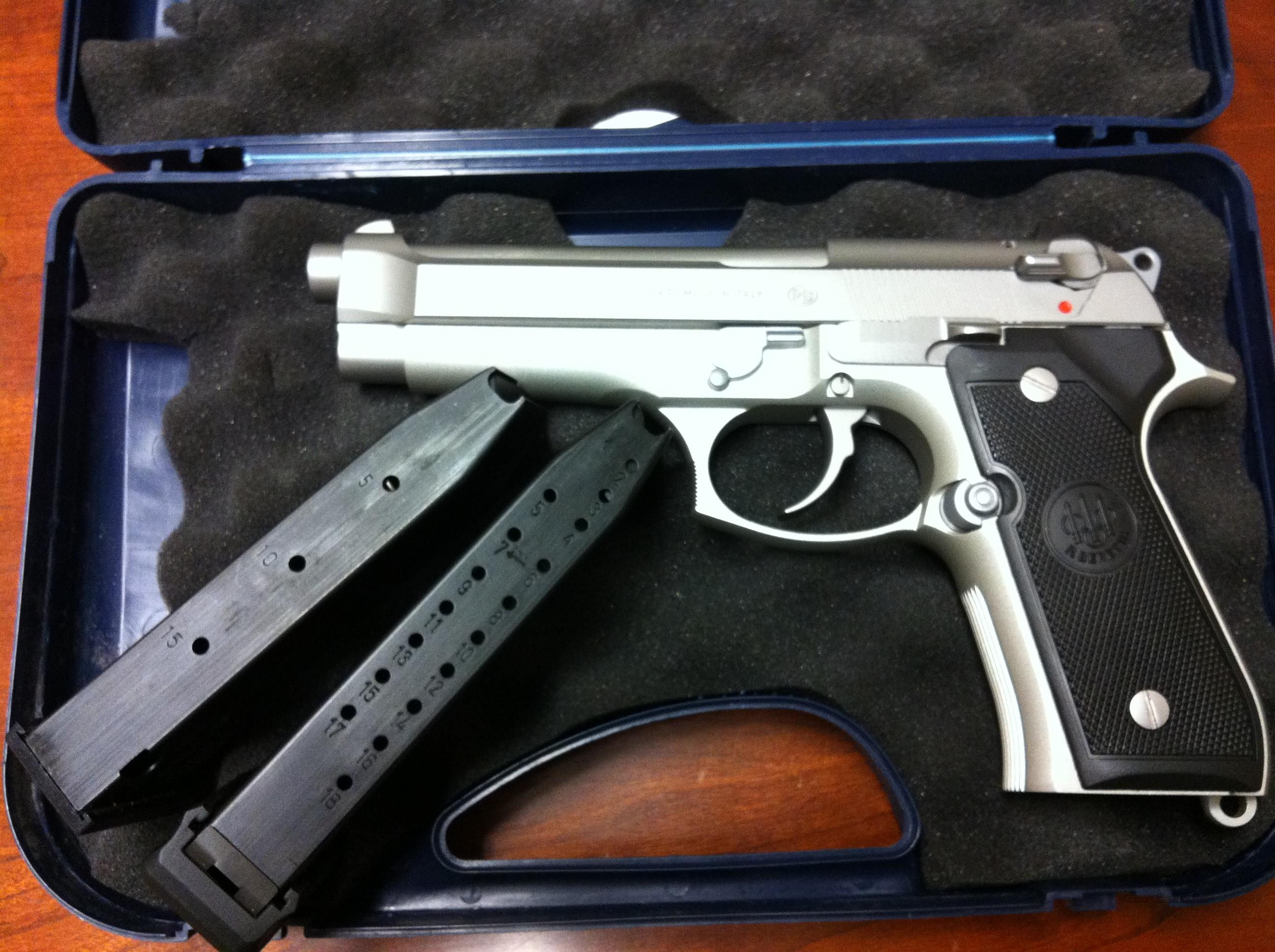 BERETTA 92FS INOX ITALIAN MADE. TWO 15 ROUND FACTORY MAGS & ONE 20 ROUND MEC-GAR MAG  Guns > Pistols > Beretta Pistols > Model 92 Series