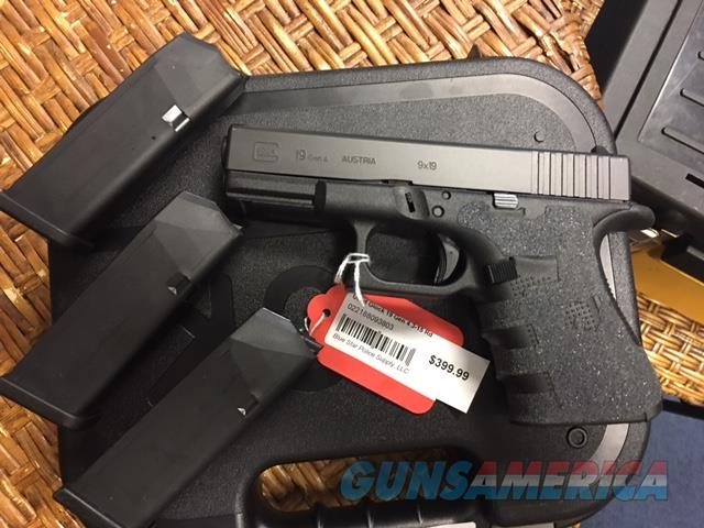 Glock 19 Gen 4 in box with 3 15-round magazines Like New  Guns > Pistols > Glock Pistols > 19